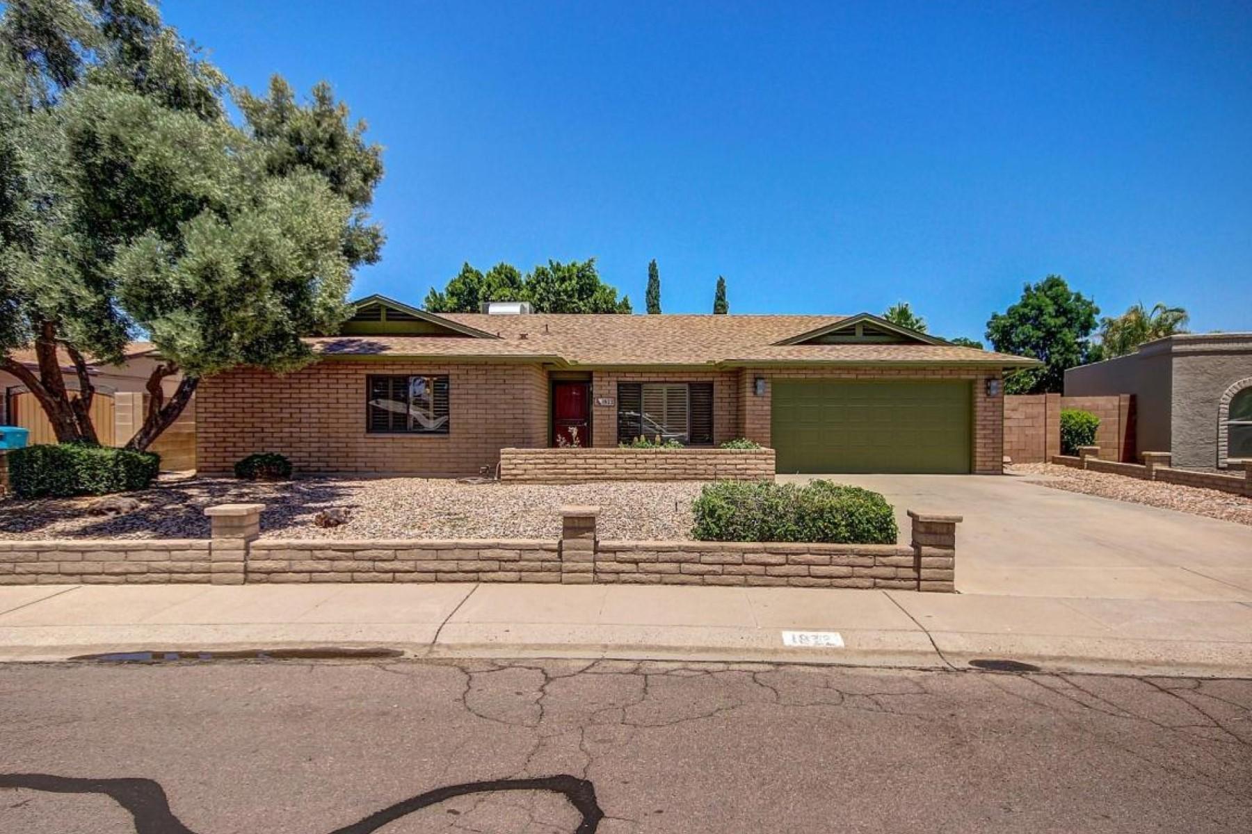 独户住宅 为 销售 在 Lovely home in a highly desirable community 1822 W ACOMA DR 菲尼克斯(凤凰城), 亚利桑那州, 85023 美国