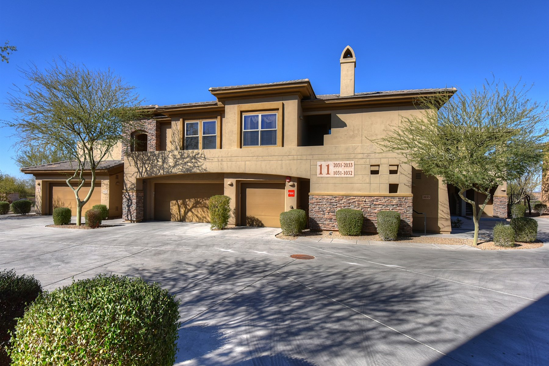 獨棟家庭住宅 為 出售 在 Gracious Remodel in Ideal Paradise Valley Location 5723 N Harding Drive Paradise Valley, 亞利桑那州 85253 美國