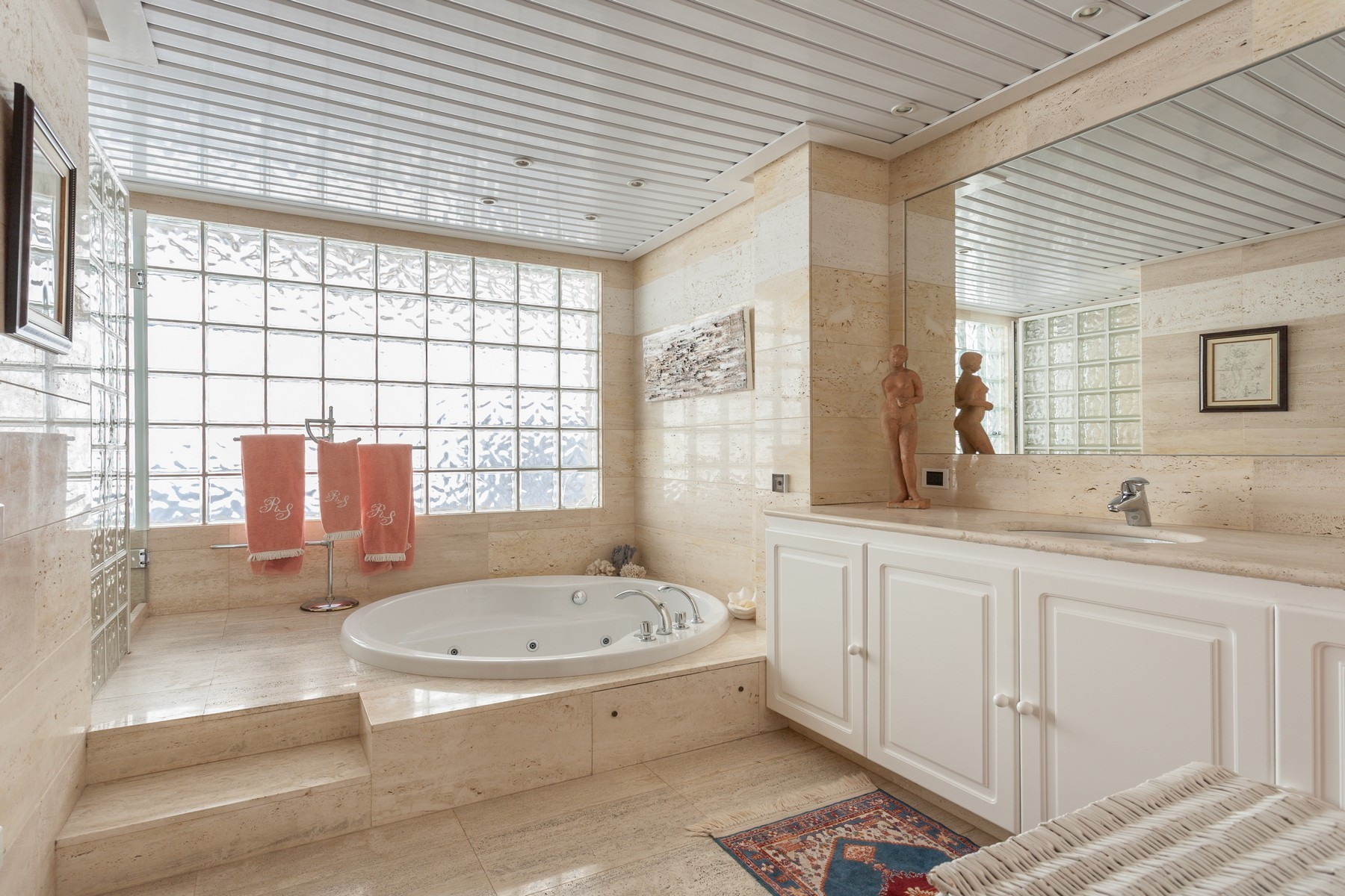 Property Of Villa with fabulous views in Anchorage Hill