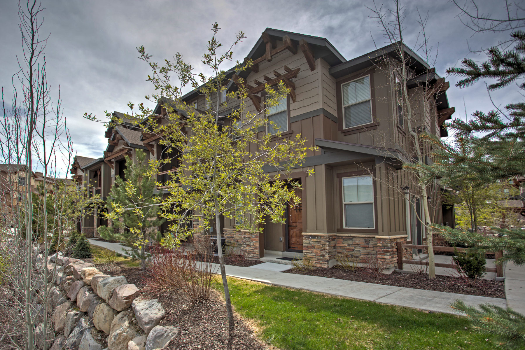 Villetta a schiera per Vendita alle ore Well Kept and Move-in Ready Townhouse 844 W Carving Edge Ct Heber City, Utah, 84032 Stati Uniti