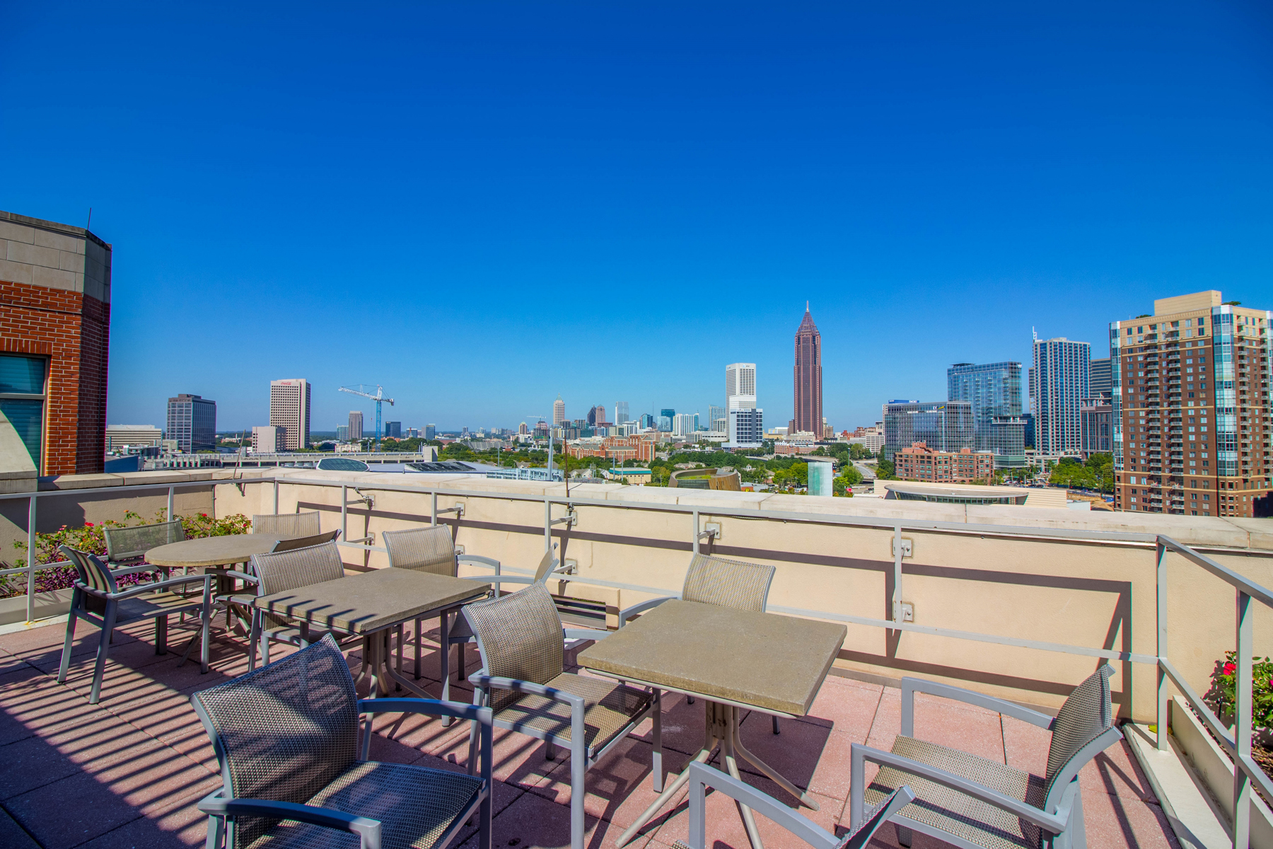 Additional photo for property listing at An Inviting Upscale Condominium Residence in the Heart of Downtown Atlanta 250 Park Avenue West NW Unit 404 Atlanta, Georgia 30313 Stati Uniti