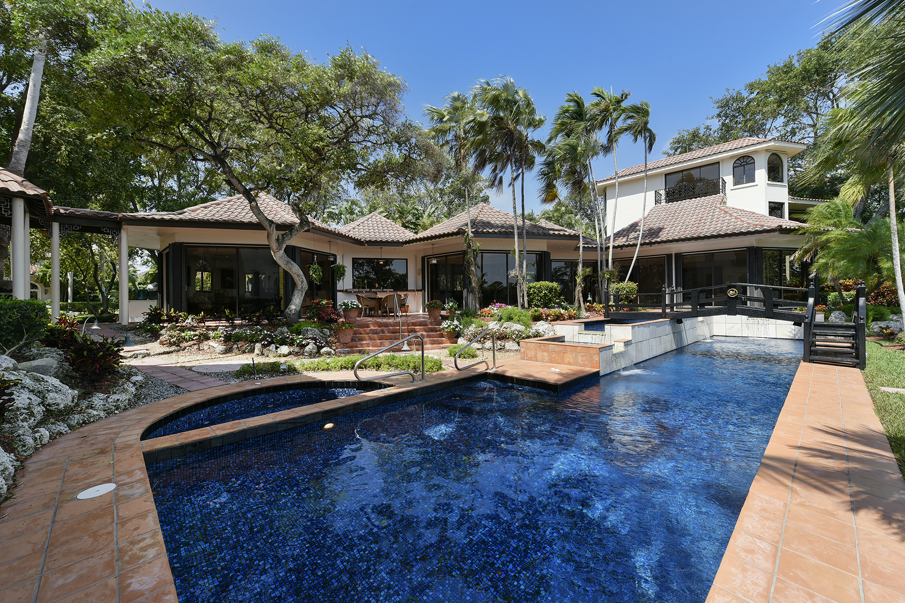 Single Family Home for Sale at Architecturally Stunning Waterfront Home at Ocean Reef 44 Cardinal Lane Key Largo, Florida, 33037 United States