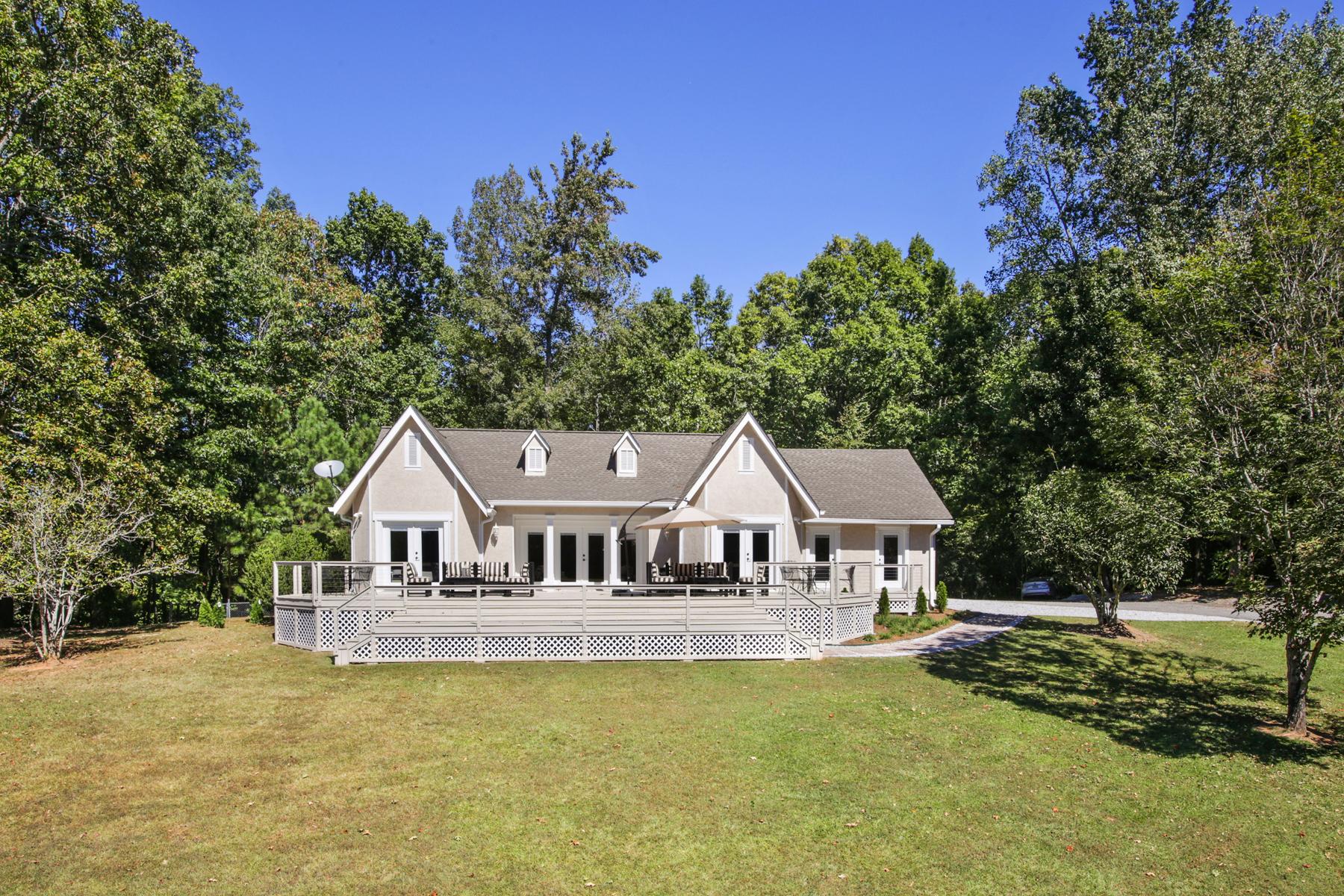 Maison unifamiliale pour l Vente à European Style Lakefront Getaway 8440 Hearn Road Chattahoochee Hills, Georgia, 30268 États-Unis