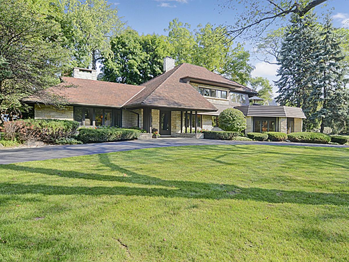Частный односемейный дом для того Продажа на 807 S. County Line Rd. 807 S County Line Rd. Hinsdale, Иллинойс 60521 Соединенные Штаты