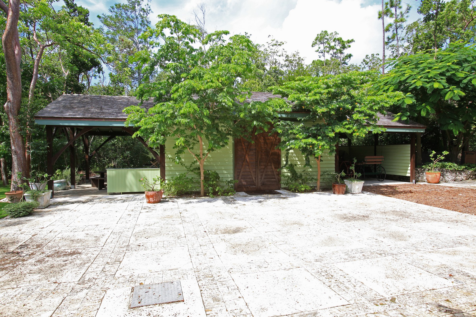 Additional photo for property listing at Moon Stone Stables Lyford Cay, New Providence/Nassau Bahamas