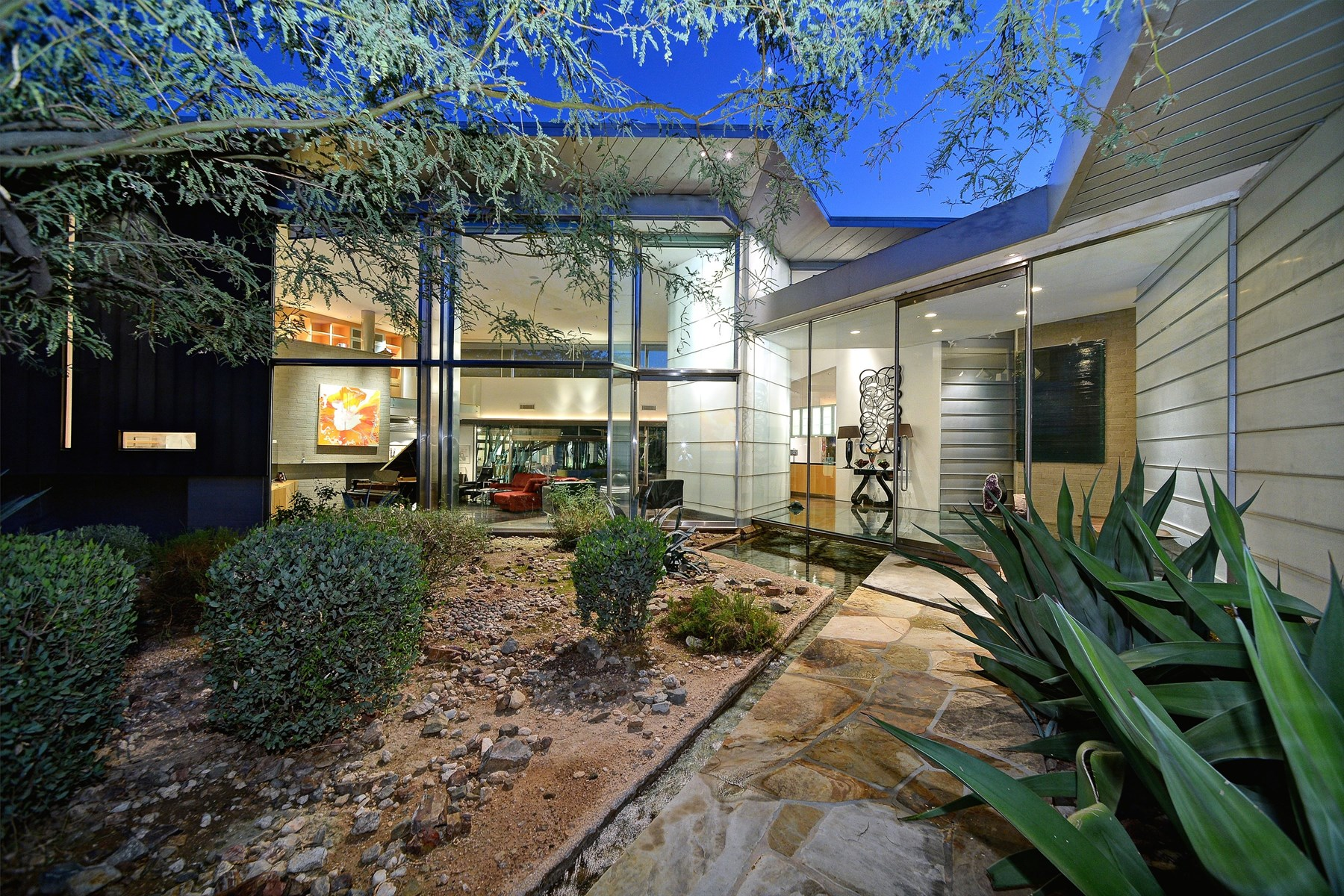 단독 가정 주택 용 매매 에 Stunning Modernist Masterpiece On A Spectacular Paradise Valley View Lot 5901 E Joshua Tree Lane Paradise Valley, 아리조나 85253 미국