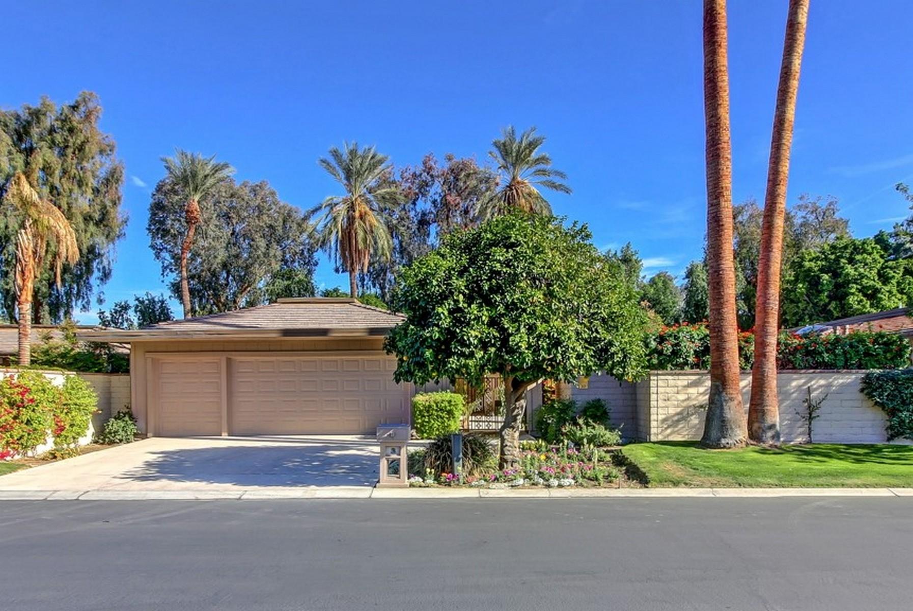 共管式独立产权公寓 为 销售 在 10 Dartmouth Drive Rancho Mirage, 加利福尼亚州, 92270 美国