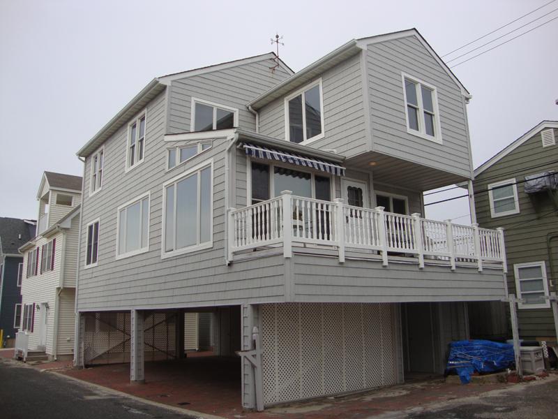 Maison unifamiliale pour l Vente à Four Houses To The Beach 56 E Beach Way Lavallette, New Jersey 08735 États-Unis