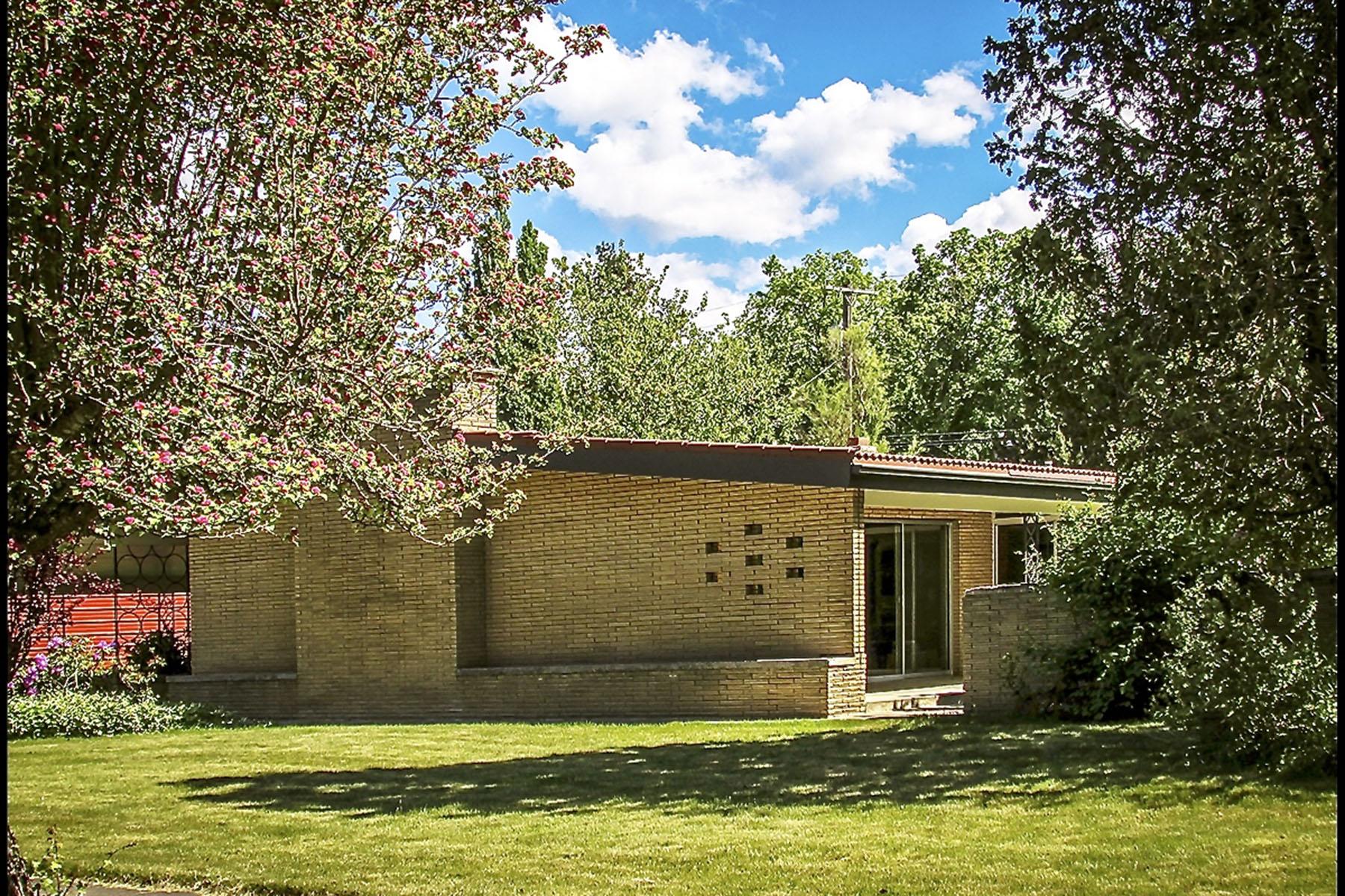 Casa para uma família para Venda às Timeless Classic 1950's Mid Century Modern 6542 Madison Street Bonners Ferry, Idaho, 83805 Estados Unidos