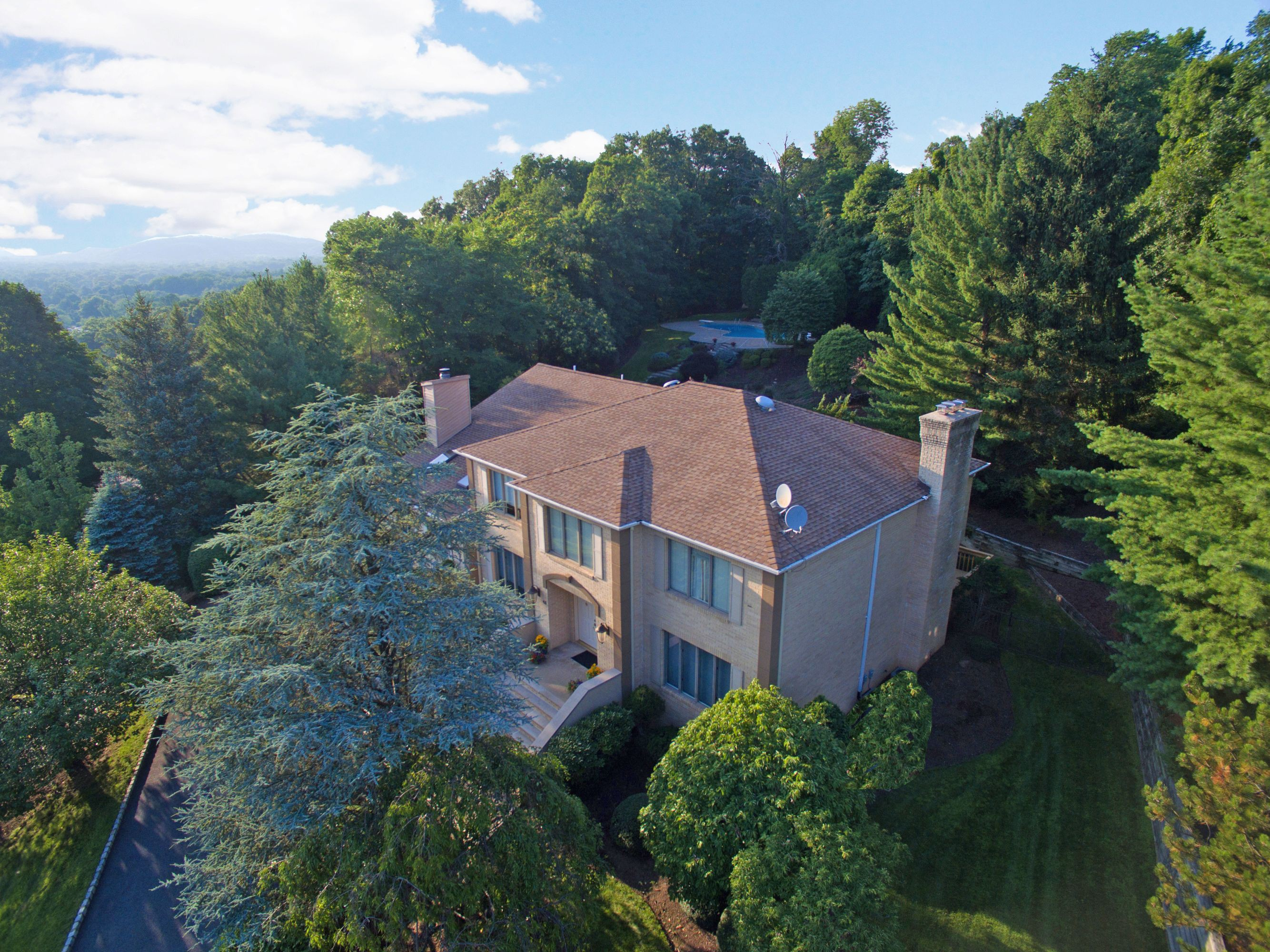 Single Family Home for Sale at Vizcaya Estates with Amazing Views 43 Westview Road Wayne, 07470 United States