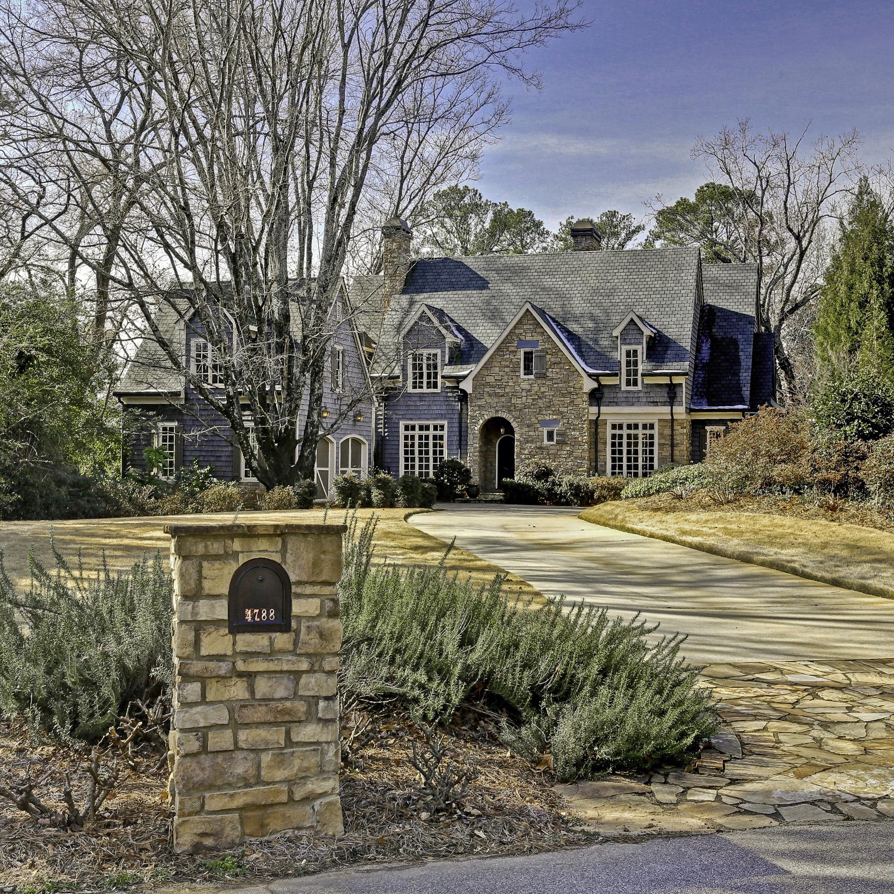 Tek Ailelik Ev için Satış at Absolutely Stunning Custom Built Home In Chastain Park Area 4788 Dudley Lane Atlanta, Georgia, 30327 Amerika Birleşik Devletleri