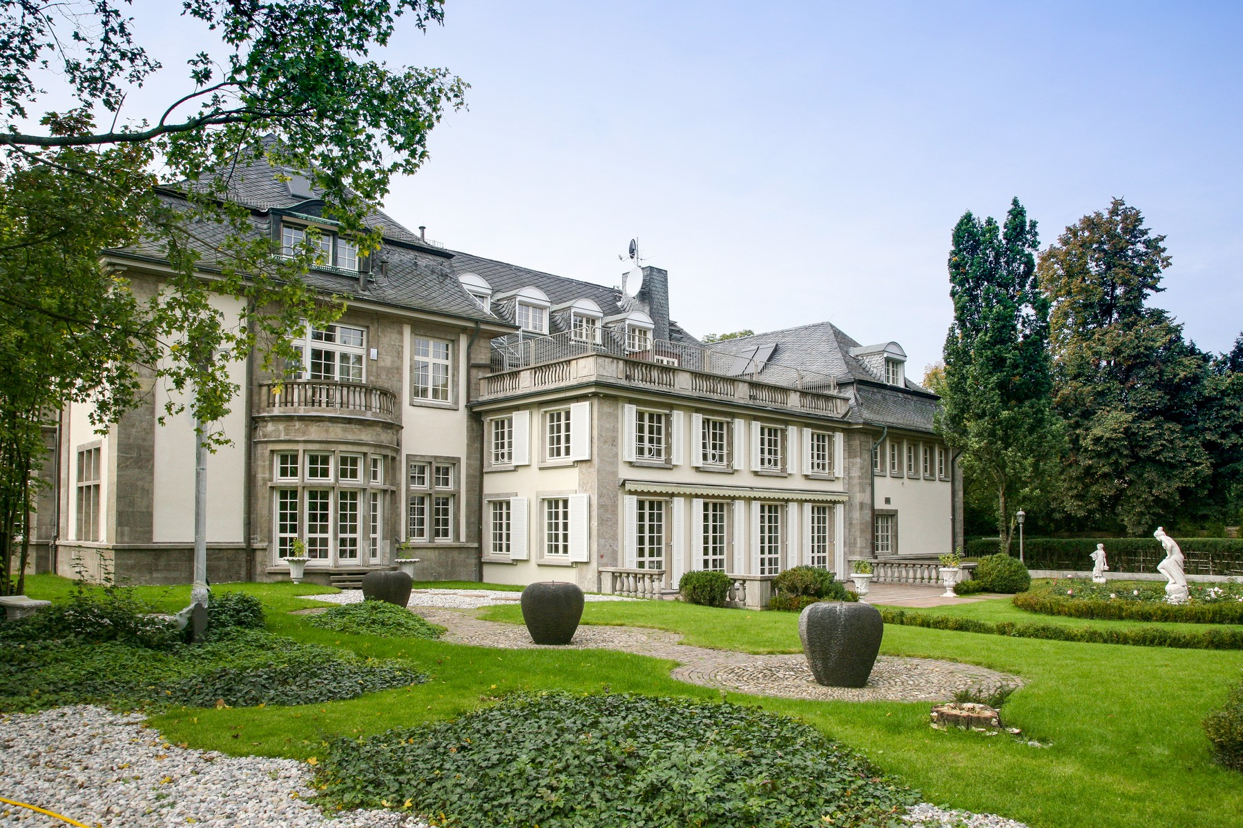 Single Family Home for Sale at Haute Couture in Frankfurt - Diplomatenviertel Frankfurt, Hessen 60487 Germany