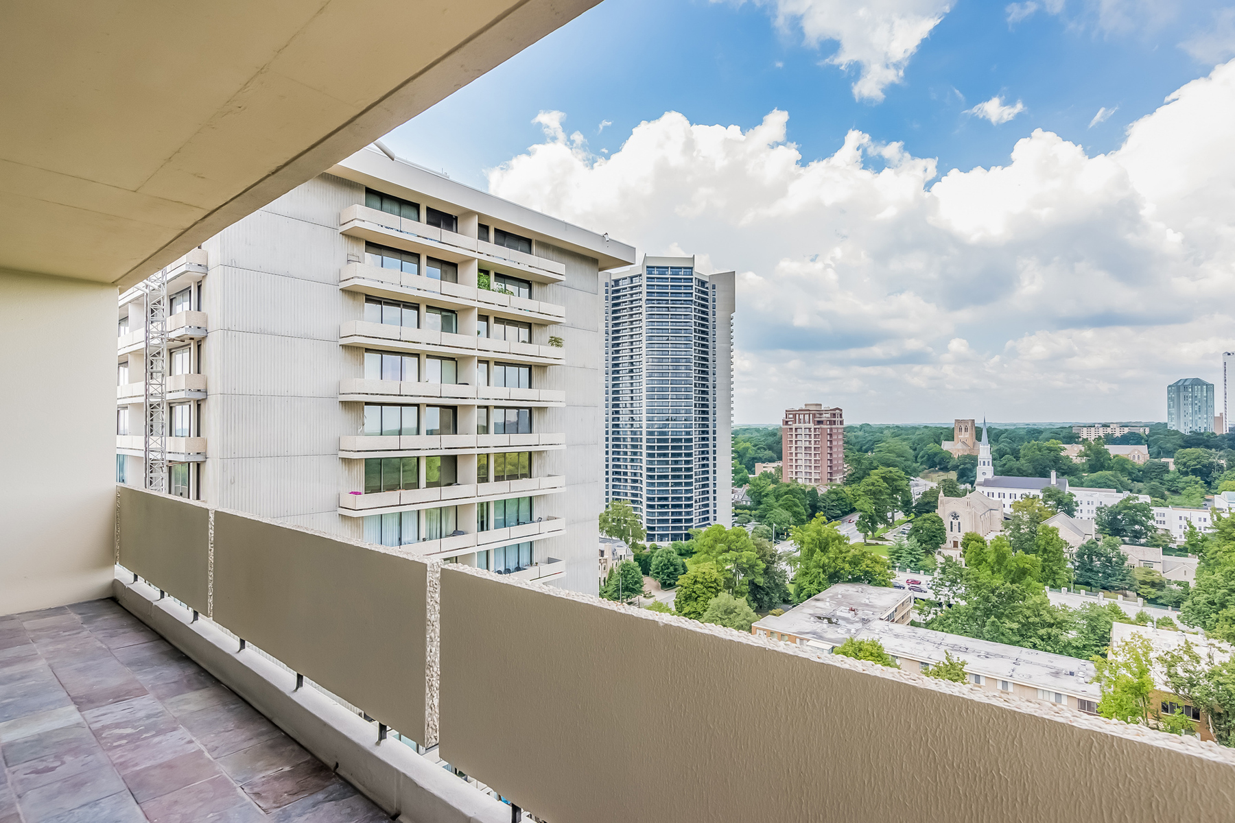 Additional photo for property listing at Buckhead Condo With Amazing Views 2575 Peachtree Road NE Unit 22H Atlanta, ジョージア 30305 アメリカ合衆国