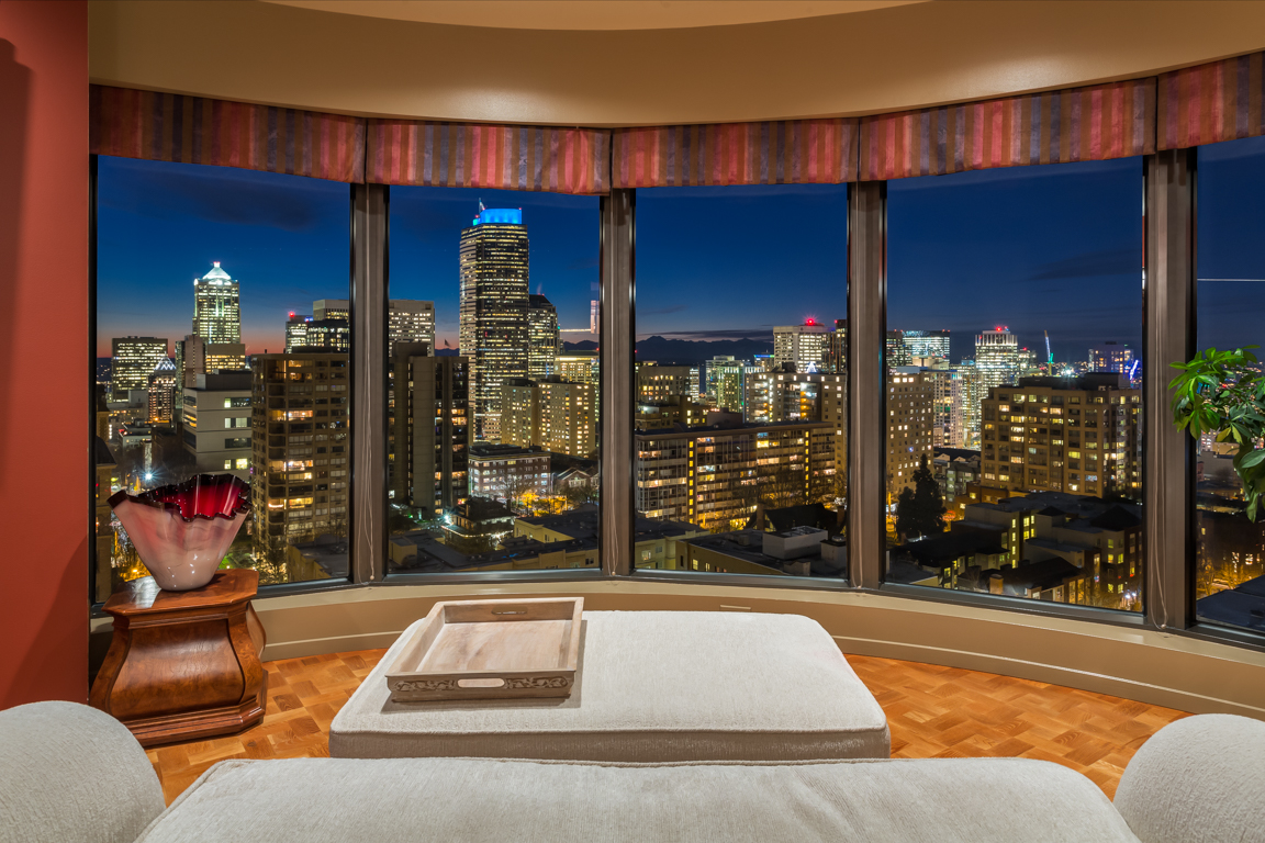 Condominio per Vendita alle ore First Hill Plaza 1301 Spring Street 15AF First Hill, Seattle, Washington, 98104 Stati Uniti