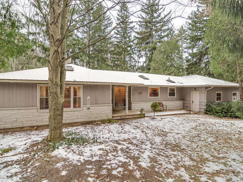 Casa para uma família para Venda às Tower Hill 12584 Tower Hill Sawyer, Michigan 49125 Estados Unidos