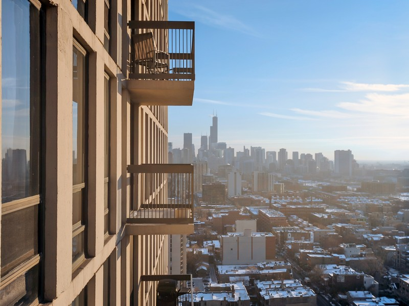 Condominio per Vendita alle ore Rarely Available Unit 1660 N LaSalle Drive Unit 3108-10 Chicago, Illinois 60614 Stati Uniti