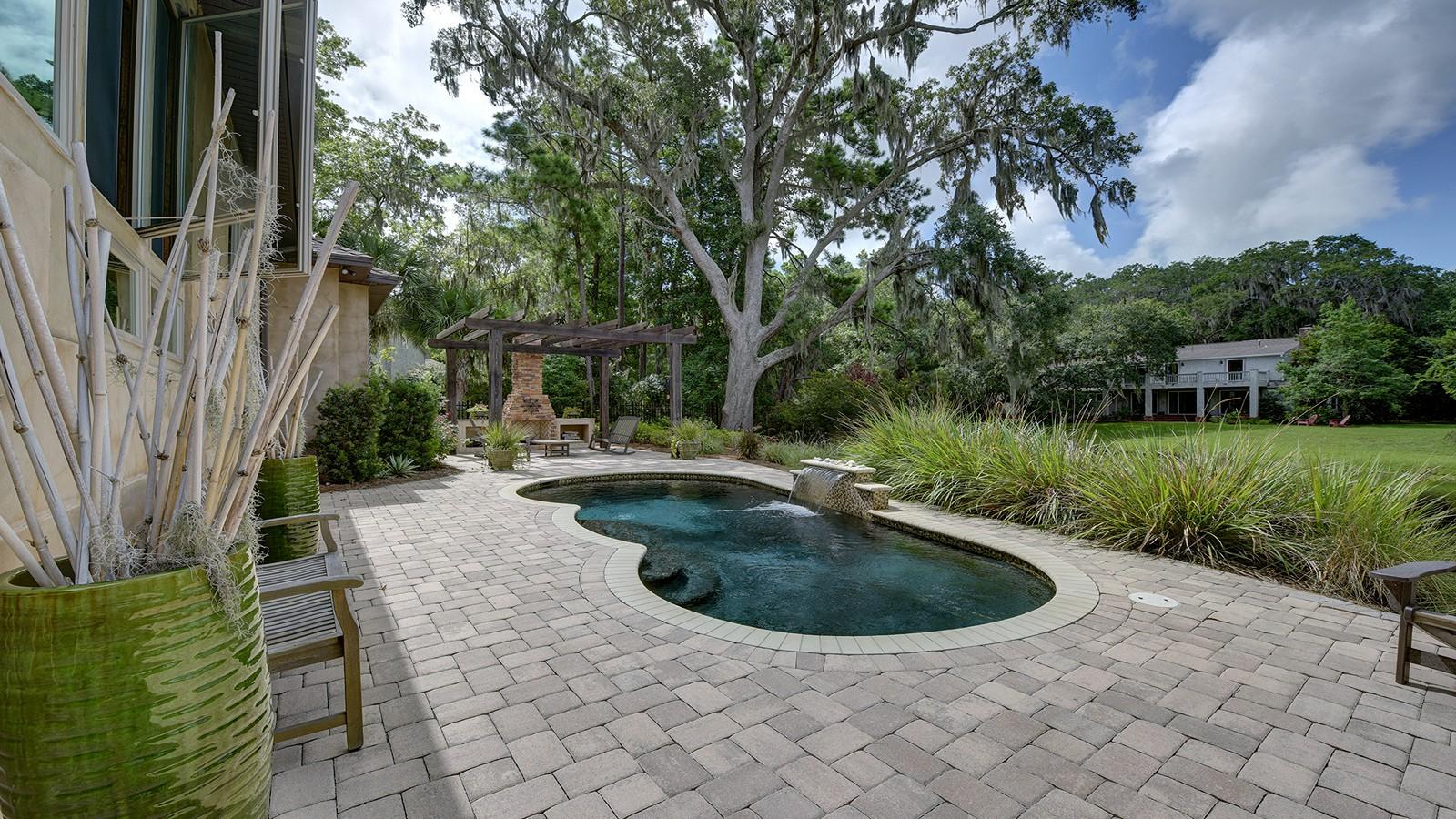 Частный односемейный дом для того Продажа на 127 Cypress 127 Cypress Point St. Simons Island, Джорджия 31522 Соединенные Штаты