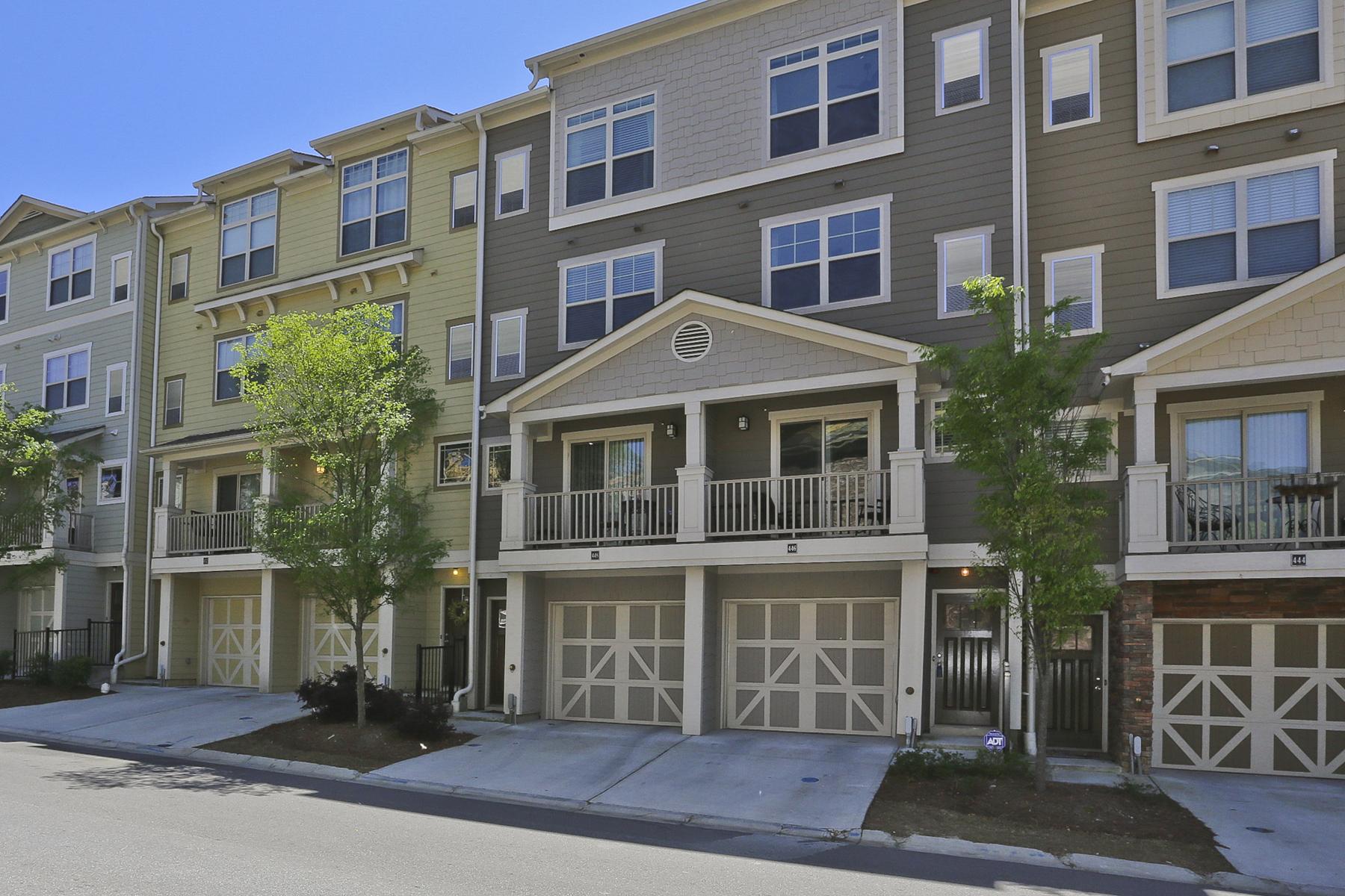 联栋屋 为 销售 在 Cosmopolitan Townhome 215 Semel Drive NW Unit 446 亚特兰大, 乔治亚州, 30309 美国