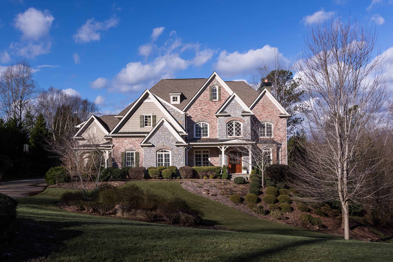 Villa per Vendita alle ore Privately Set Estate in The Manor Golf and Country Club 2735 Manor Bridge Drive Alpharetta, Georgia, 30004 Stati Uniti