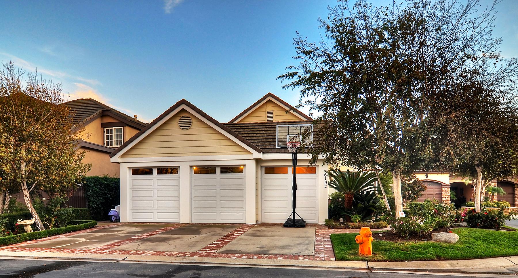 Einfamilienhaus für Verkauf beim 6192 Oakbrook Cr Huntington Beach, Kalifornien 92648 Vereinigte Staaten