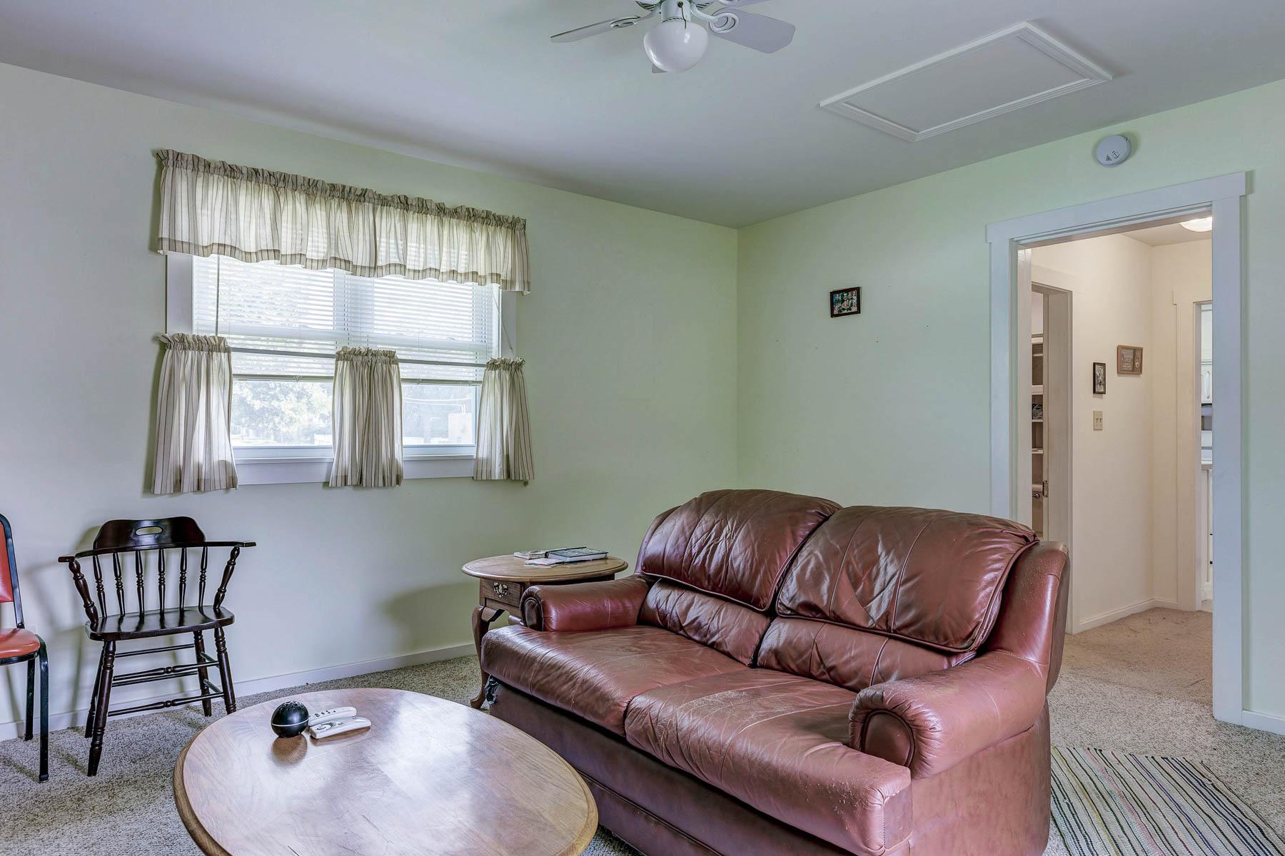 Maison multifamiliale pour l Vente à Hood Ave 2353 Hood Ave Overland, Missouri, 63114 États-Unis