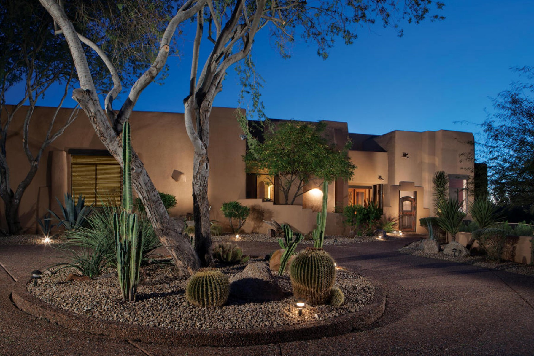 獨棟家庭住宅 為 出售 在 Beautiful Santa Fe is surrounded by fantastic views 24200 N Alma School Rd #49 Scottsdale, 亞利桑那州, 85255 美國