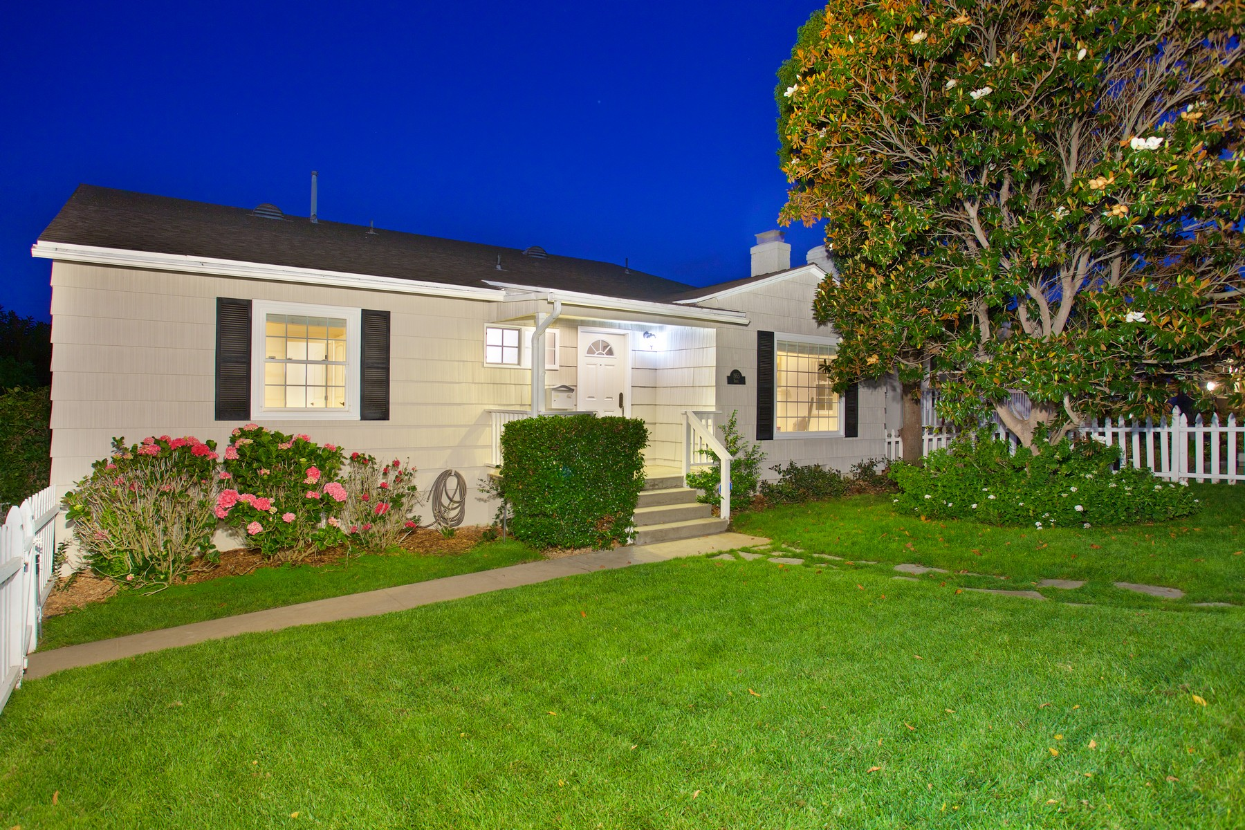 Single Family Home for Sale at 1955 Beryl St Pacific Beach, San Diego, California 92109 United States