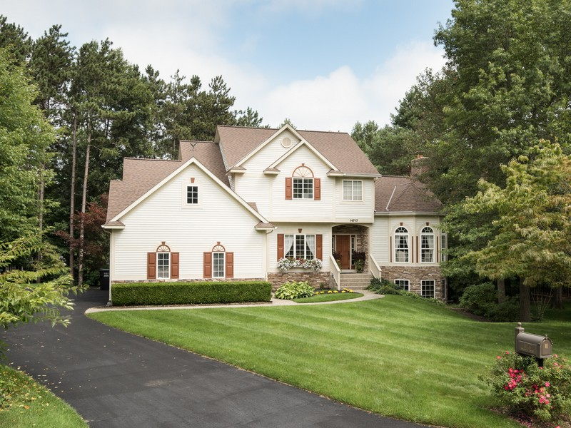 Maison unifamiliale pour l Vente à Timberline Acres 14717 Foxboro Court Holland, Michigan 49424 États-Unis