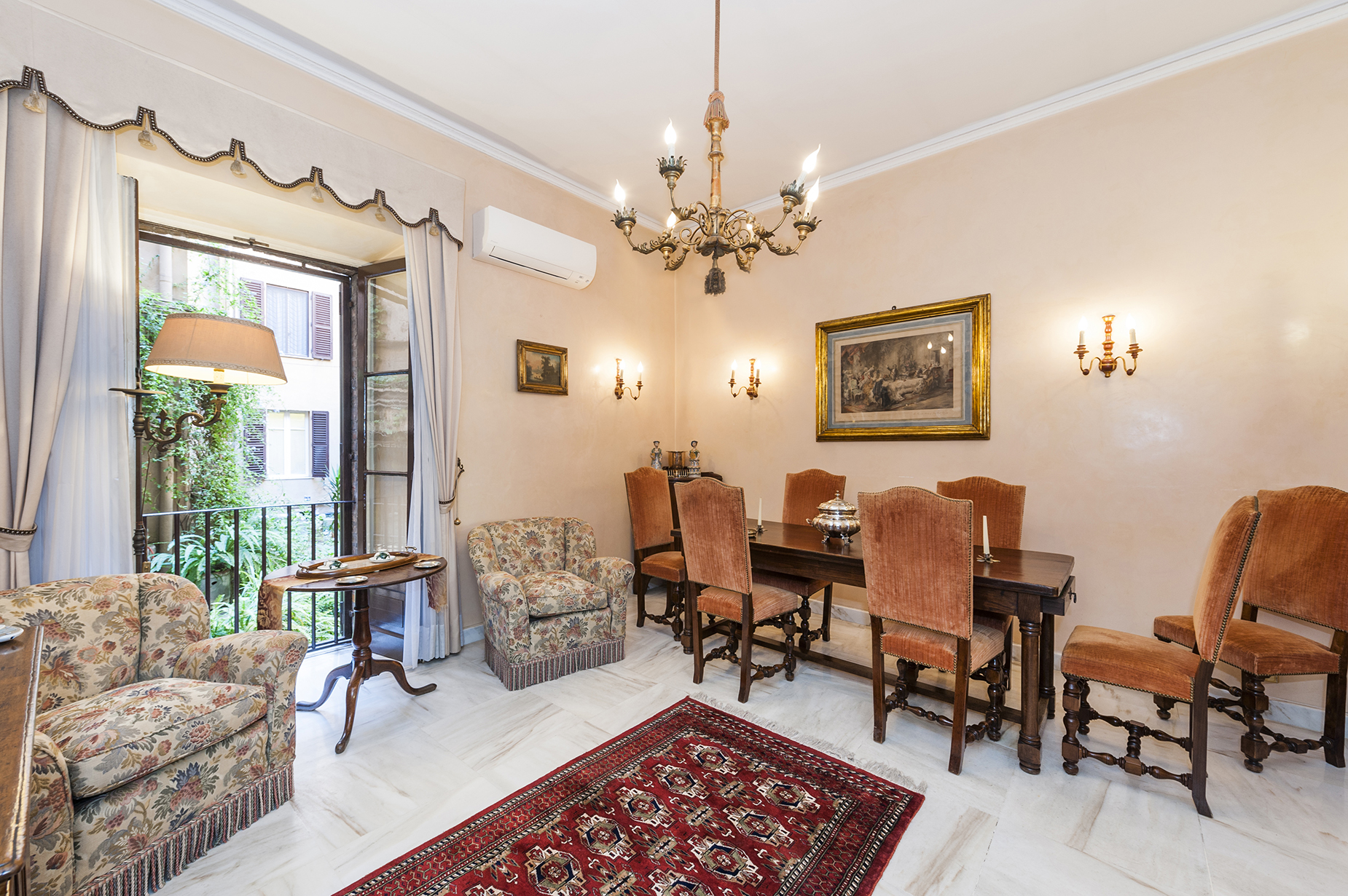 Apartamento por un Venta en Charming apartment in the heart of Rome Rome, Roma Italia
