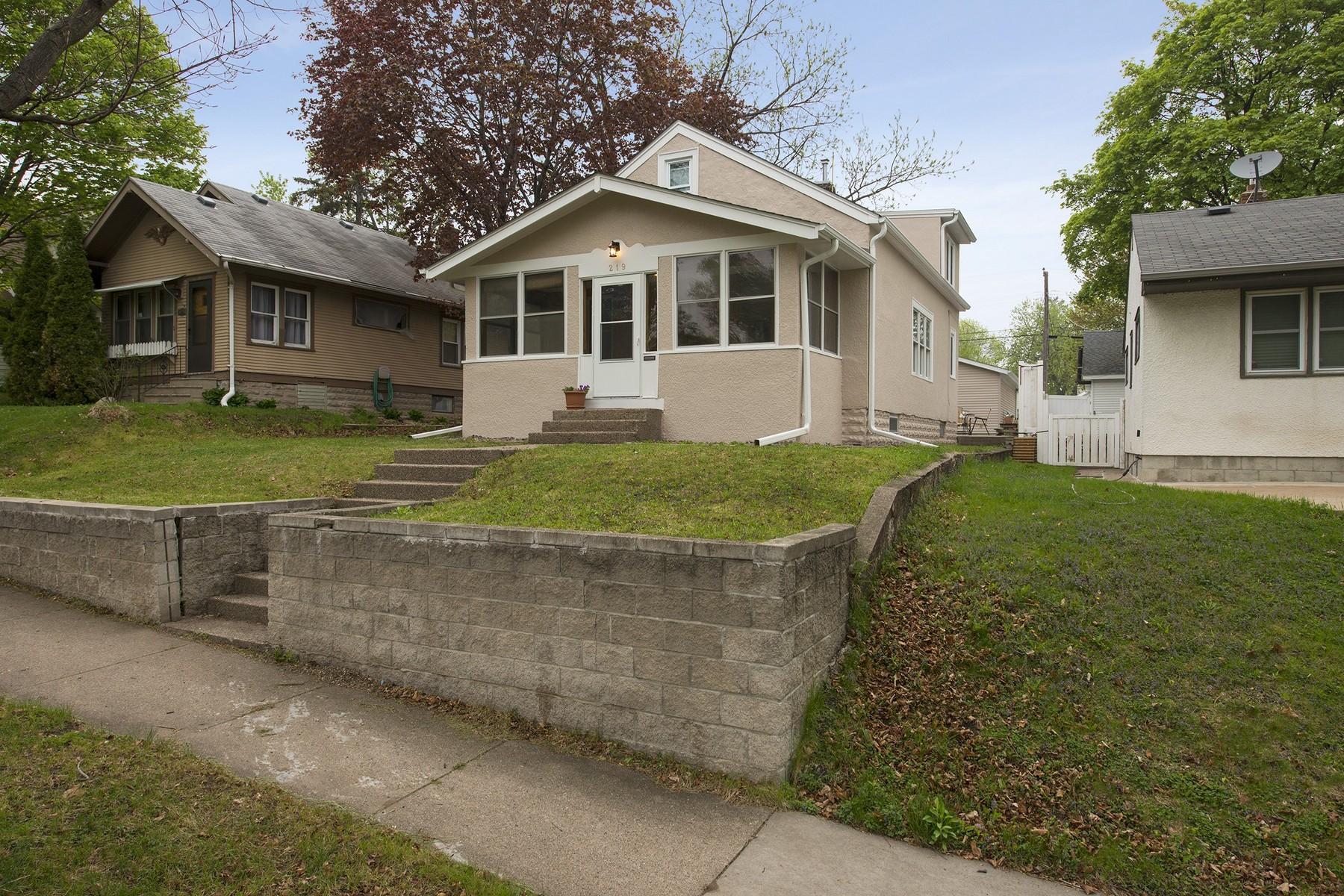 Nhà ở một gia đình vì Bán tại 219 Winona Street W West St. Paul, Minnesota 55118 Hoa Kỳ