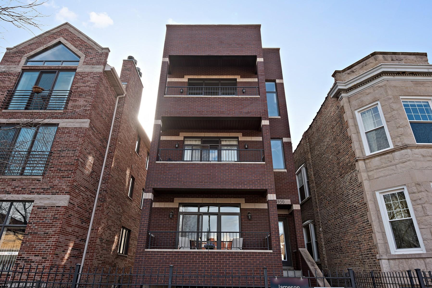 단독 가정 주택 용 매매 에 Stunning Lincoln Square Duplex 4950 N Damen Avenue Unit 1 Lincoln Square, Chicago, 일리노이즈, 60625 미국