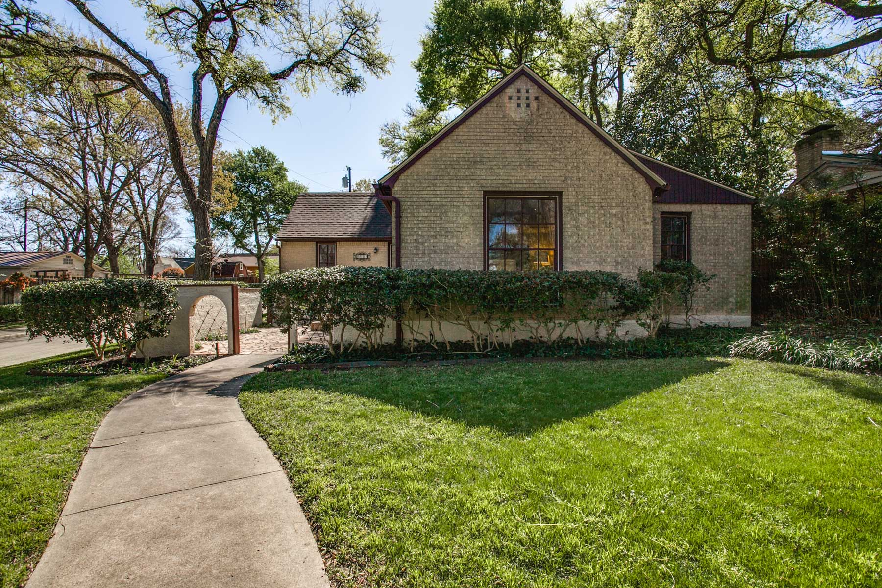 Single Family Home for Sale at Hollywood Heights Charmer 6942 Santa Monica Drive Dallas, Texas, 75223 United States