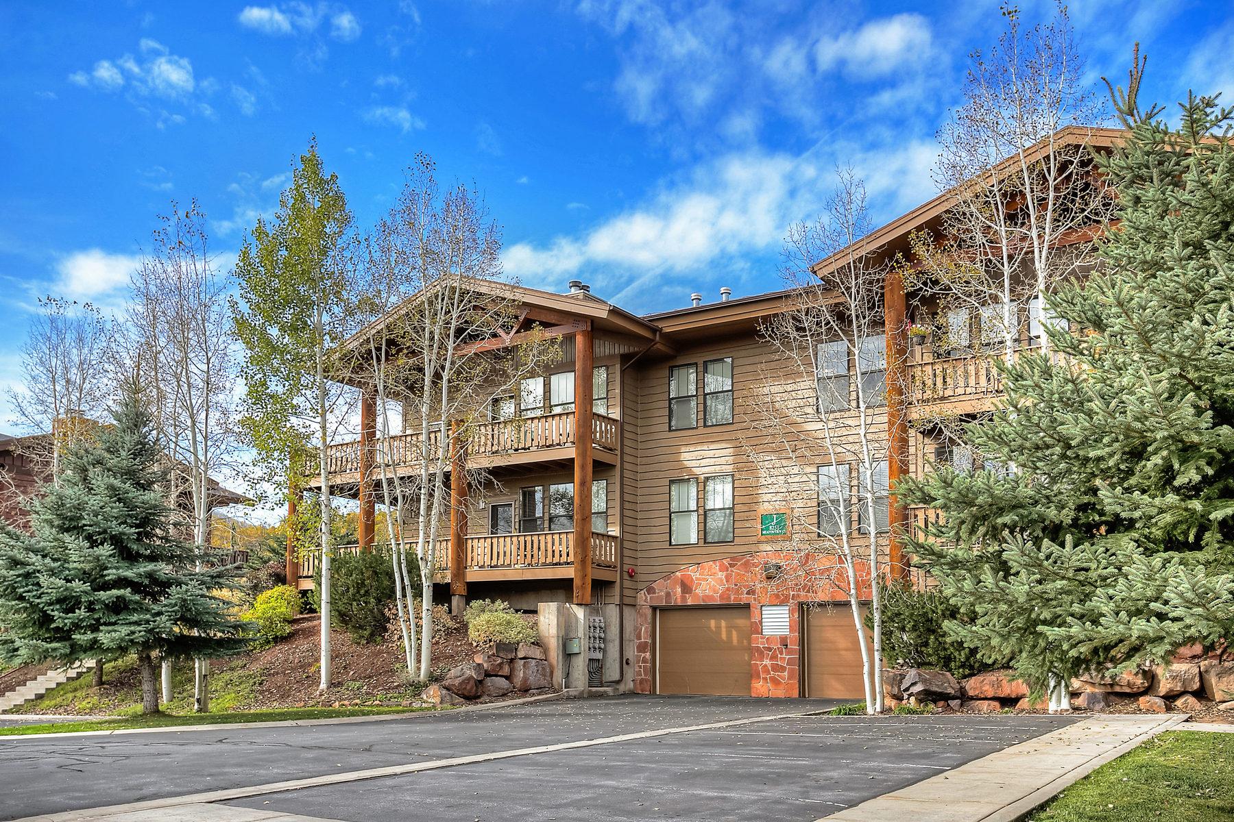 Piso por un Venta en Light and Bright Top Floor Unit 8251 Meadowview Ct #J24 Park City, Utah 84098 Estados Unidos