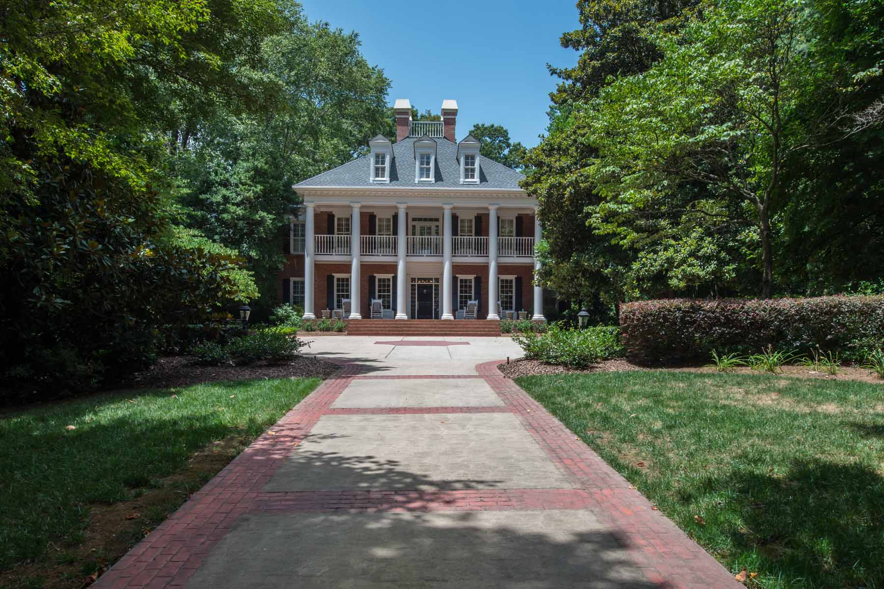 Tek Ailelik Ev için Satış at Southern Greek Revival with over 2 acres offers serene estate setting. 1255 Mount Paran Road NW Buckhead, Atlanta, Georgia 30327 Amerika Birleşik Devletleri