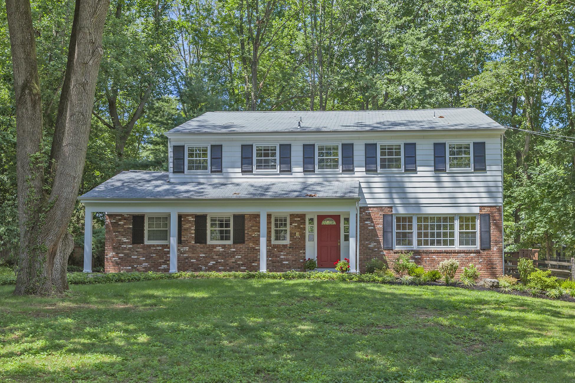 Maison unifamiliale pour l Vente à Peace, Quiet and Soothing Lake Views in Riverside 146 Philip Drive Princeton, New Jersey 08540 États-Unis