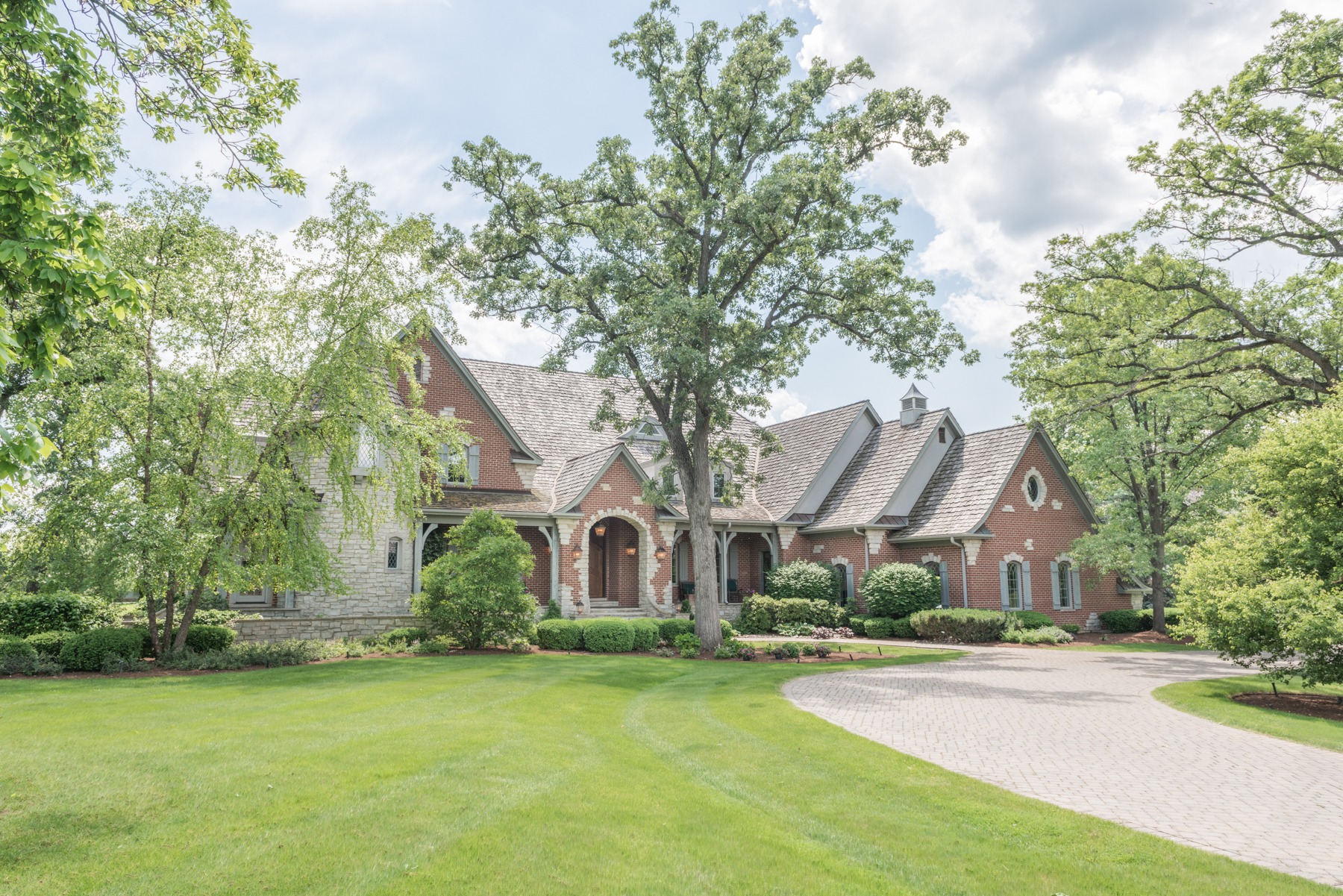 Nhà ở một gia đình vì Bán tại 45 Castleton Court North Barrington, Illinois 60010 Hoa Kỳ