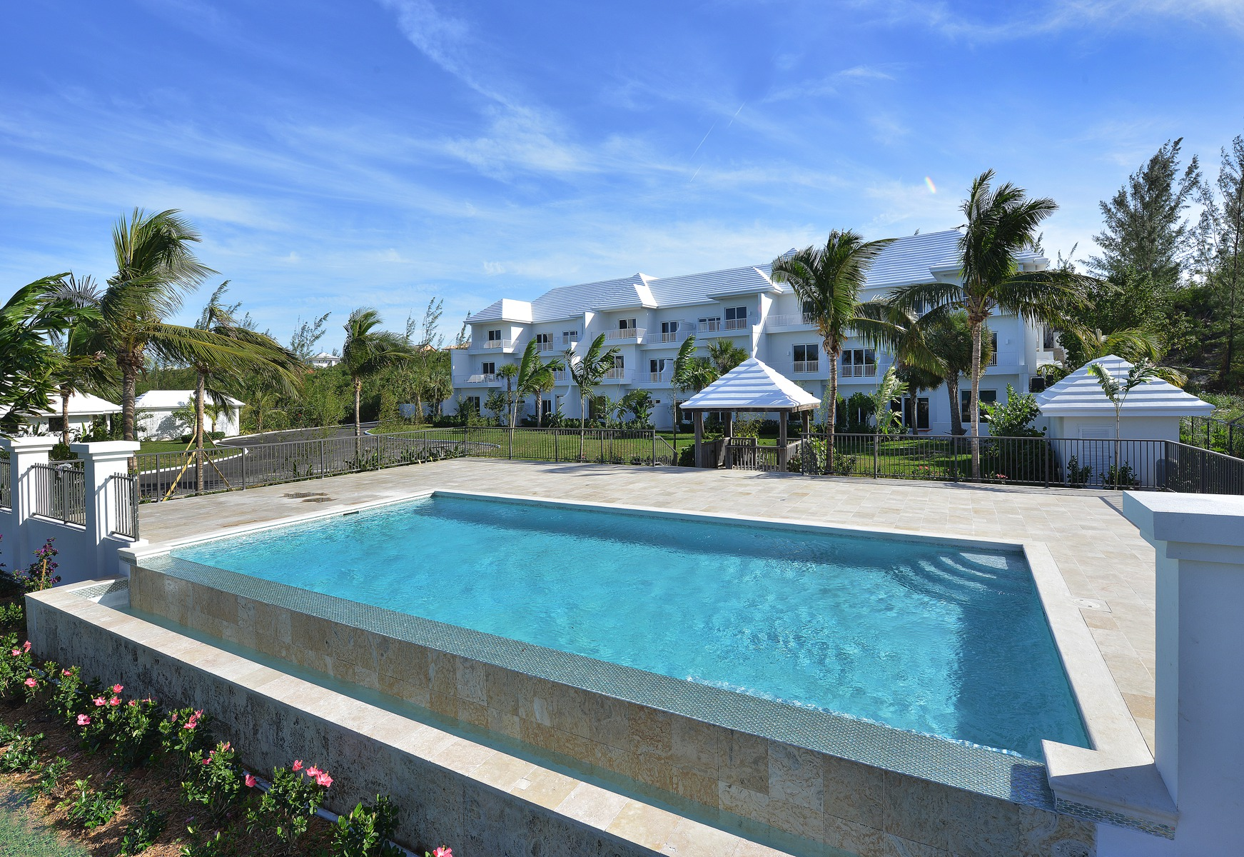 Maison accolée pour l Vente à Ocean Terraces, Suite 202 West Bay Street, New Providence/Nassau, BahamasDans/Autour: Cable Beach