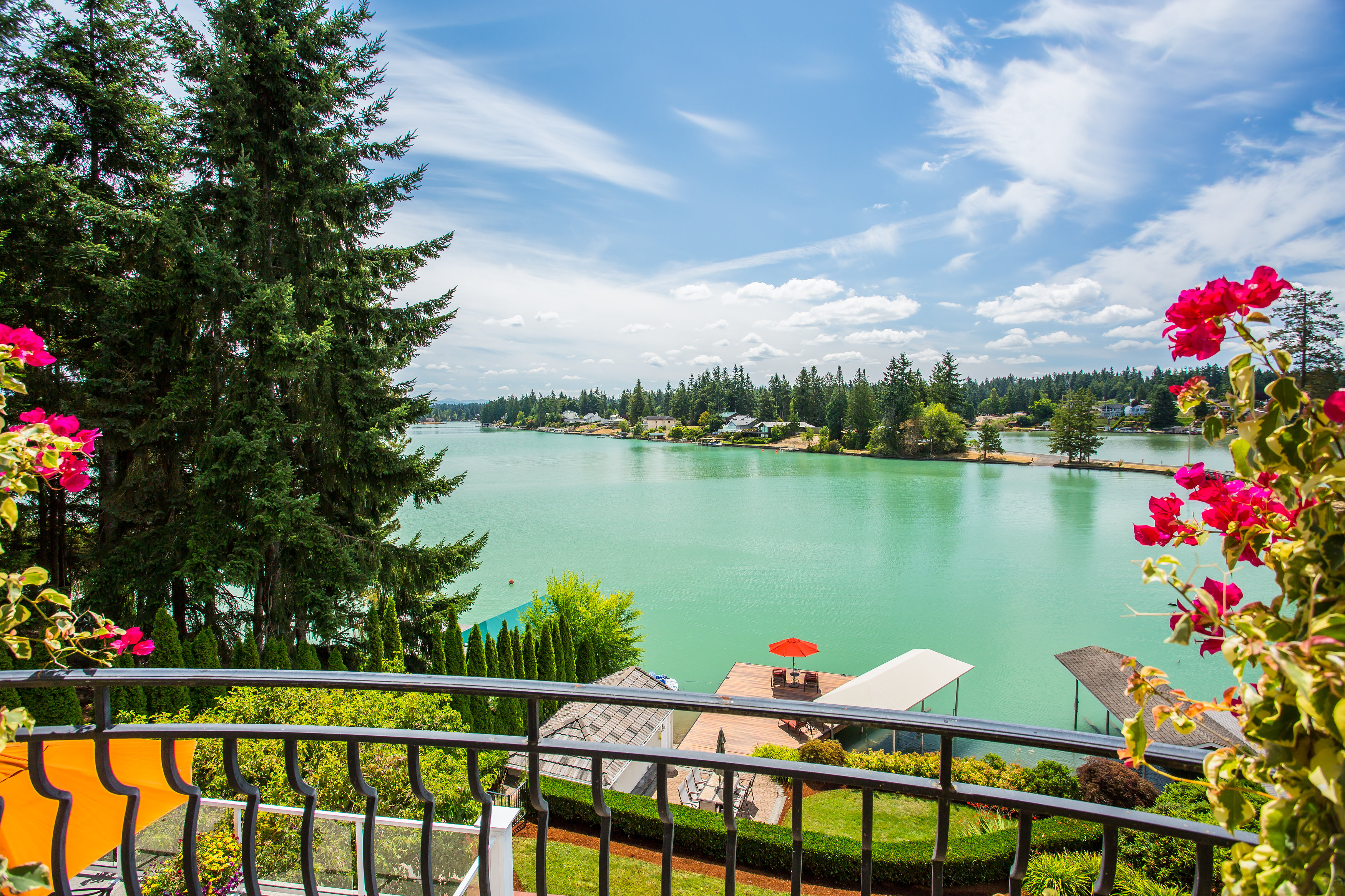 独户住宅 为 销售 在 Introducing Lake Tapps, WA Luxury Waterfront 18006 28th St E Lake Tapps, 华盛顿州 98391 美国