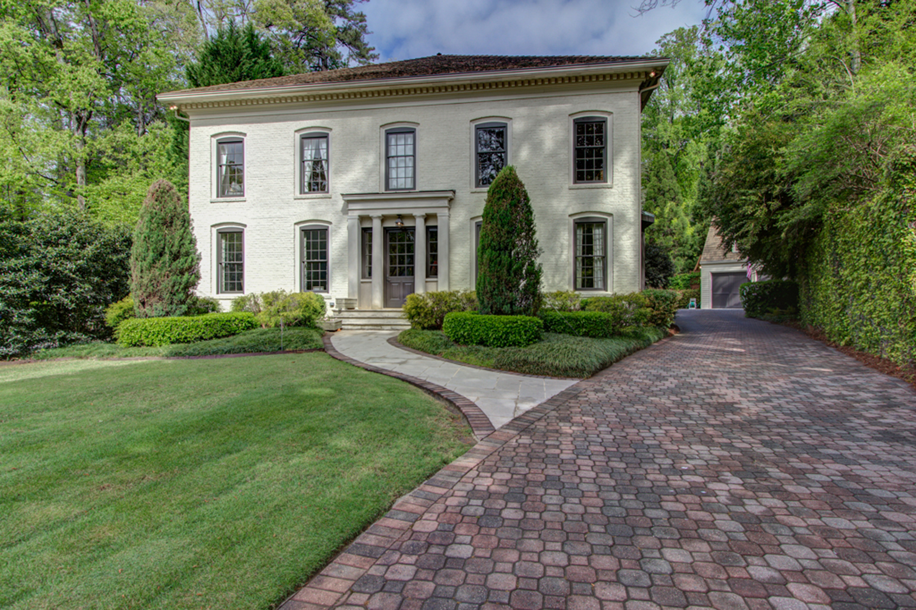 獨棟家庭住宅 為 出售 在 French Inspired Home In Historic Brookhaven 916 Club Station Drive NE Atlanta, 喬治亞州, 30319 美國