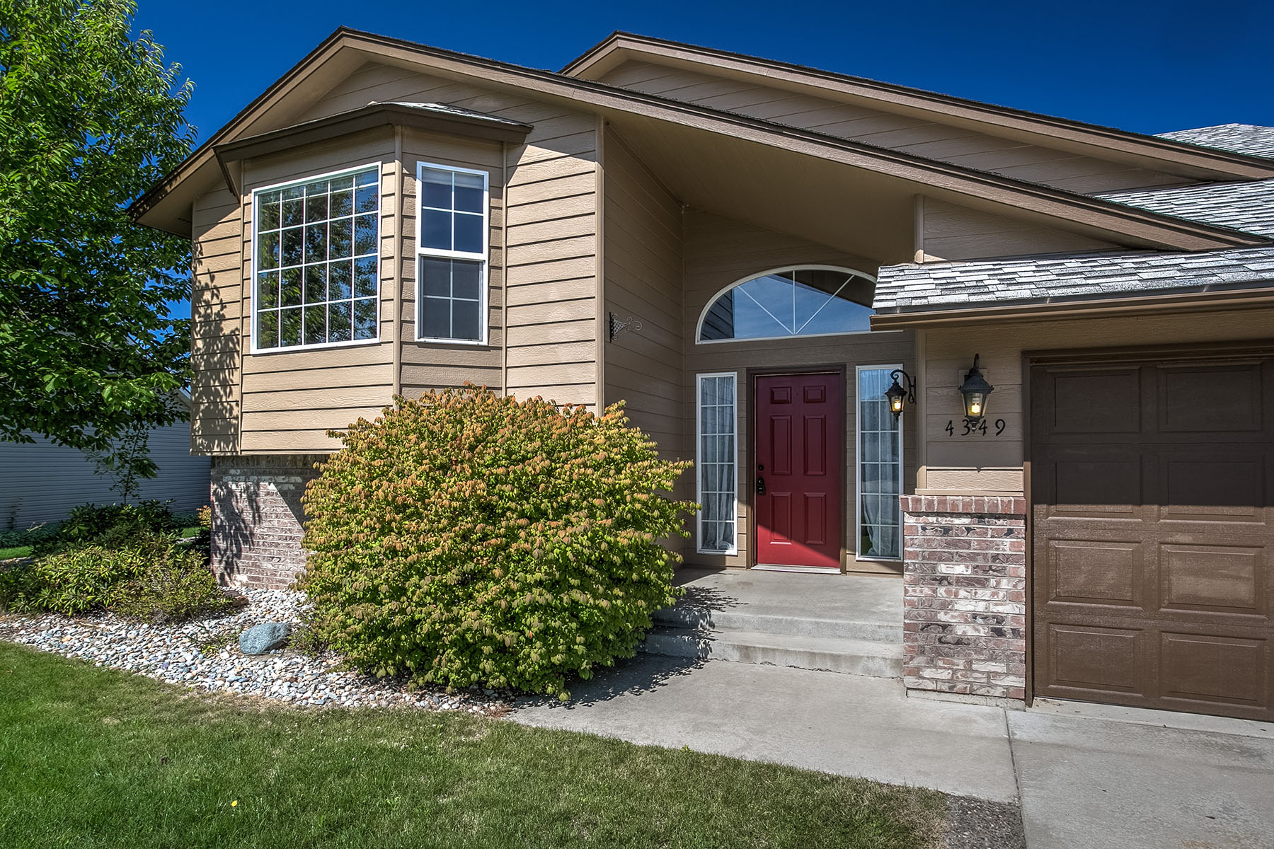Single Family Home for Sale at Lovely Home in Desirable Neighborhood! 4349 N Deerfield Dr Coeur D Alene, Idaho, 83815 United States