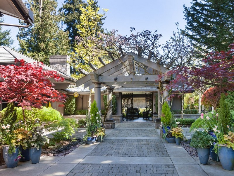 Maison unifamiliale pour l Vente à Exquisite Hunts Point Waterfront Home 3268 Hunts Point Rd Hunts Point, Washington 98044 États-Unis