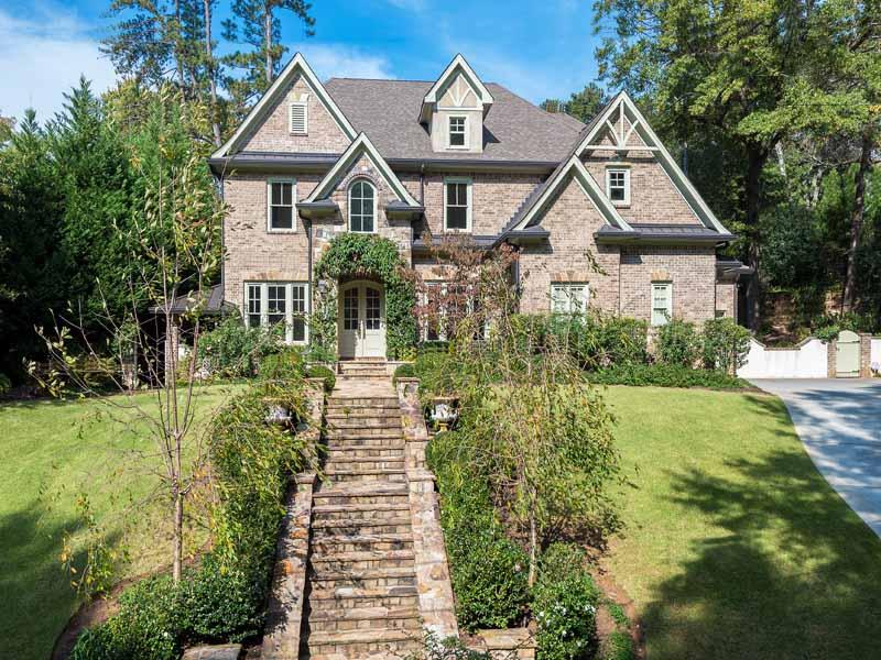 Tek Ailelik Ev için Satış at Handsome Custom Built Home 4186 N Stratford Road NE Brookhaven, Atlanta, Georgia 30342 Amerika Birleşik Devletleri
