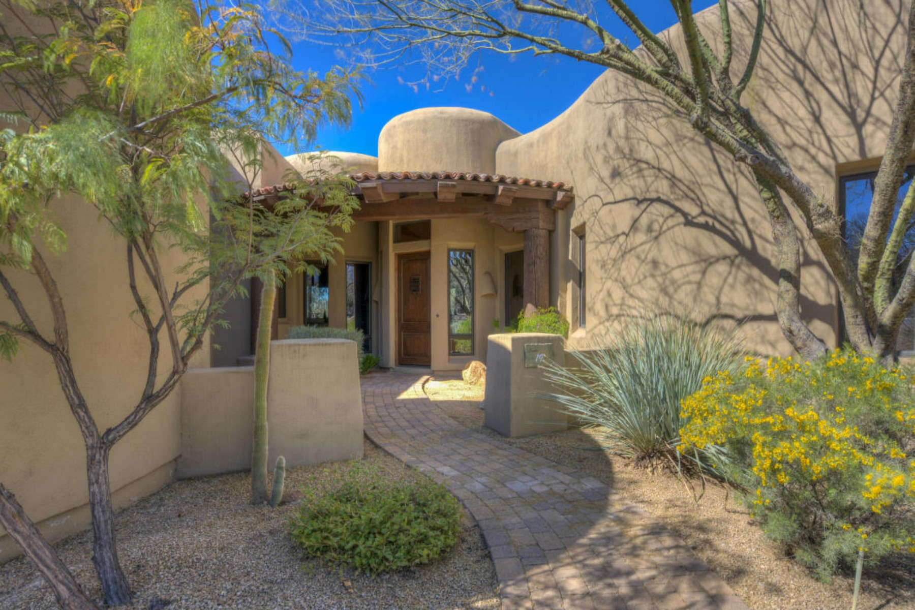 Single Family Home for Sale at Warm and sophisticated home located in the heart of the Boulders community 7373 E Clubhouse Dr #19 Scottsdale, Arizona, 85266 United States
