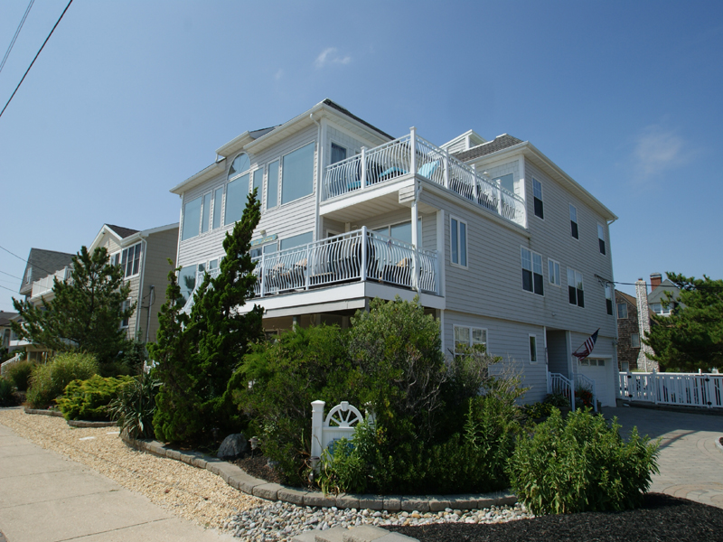 Maison unifamiliale pour l Vente à Oceanfront Living At Its' Best 301 S Ocean Avenue Seaside Park, New Jersey 08752 États-Unis