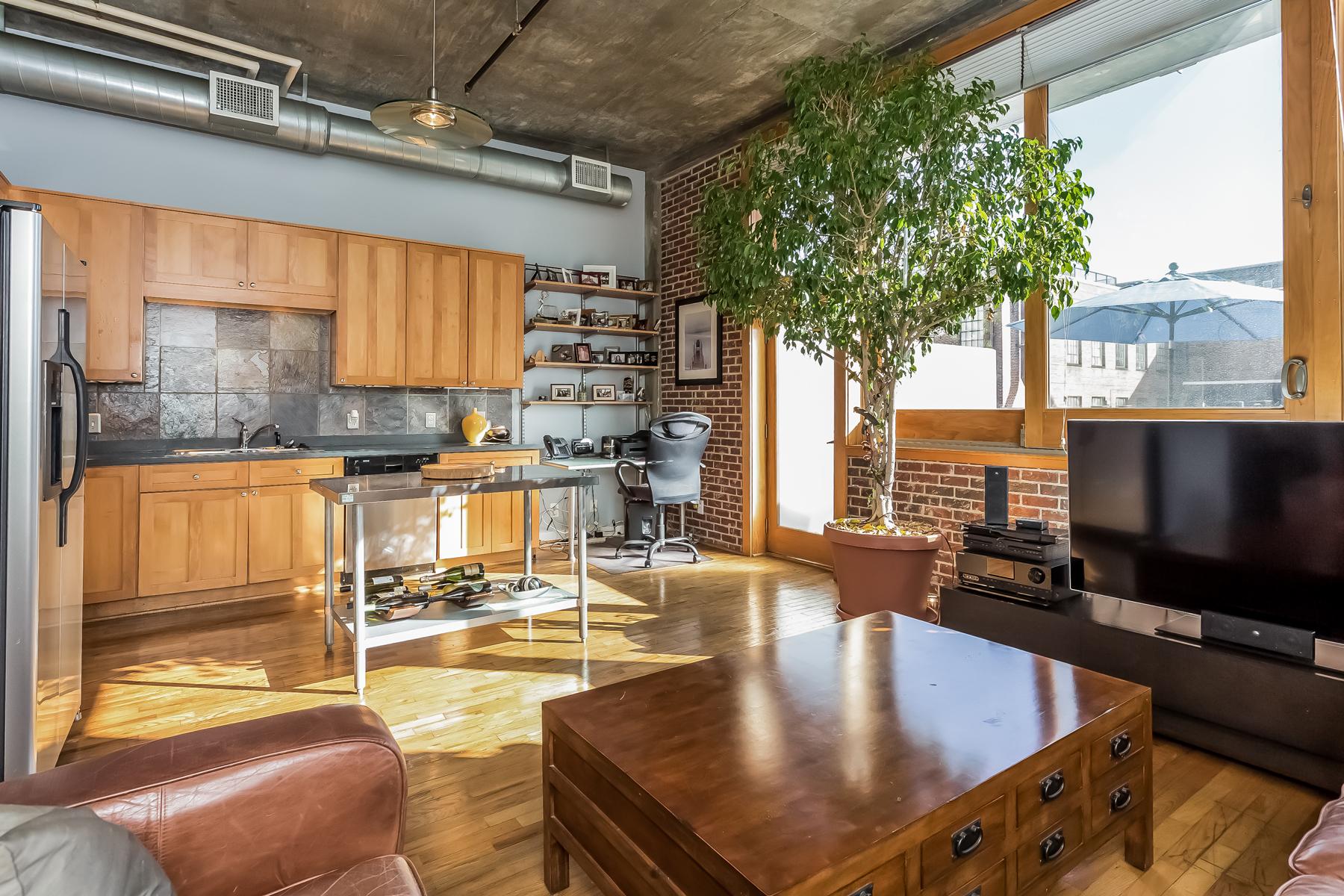 Eigentumswohnung für Verkauf beim Spacious Loft With Rare Balcony 660 Glen Iris Drive #202 Atlanta, Georgia, 30308 Vereinigte Staaten