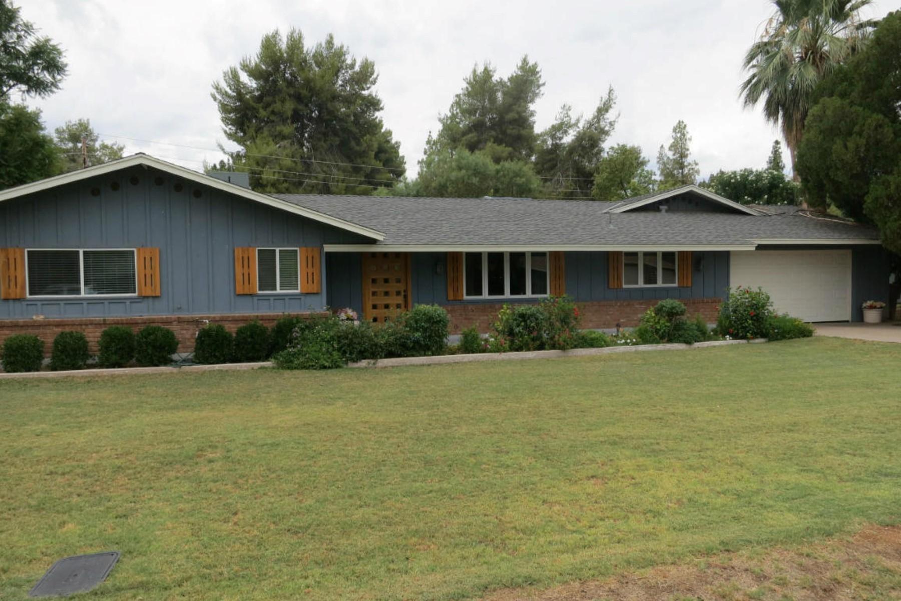 Casa para uma família para Venda às Beautifully remodeled four bedroom, three bath Ranch home 7425 E Bonita DR Scottsdale, Arizona 85250 Estados Unidos