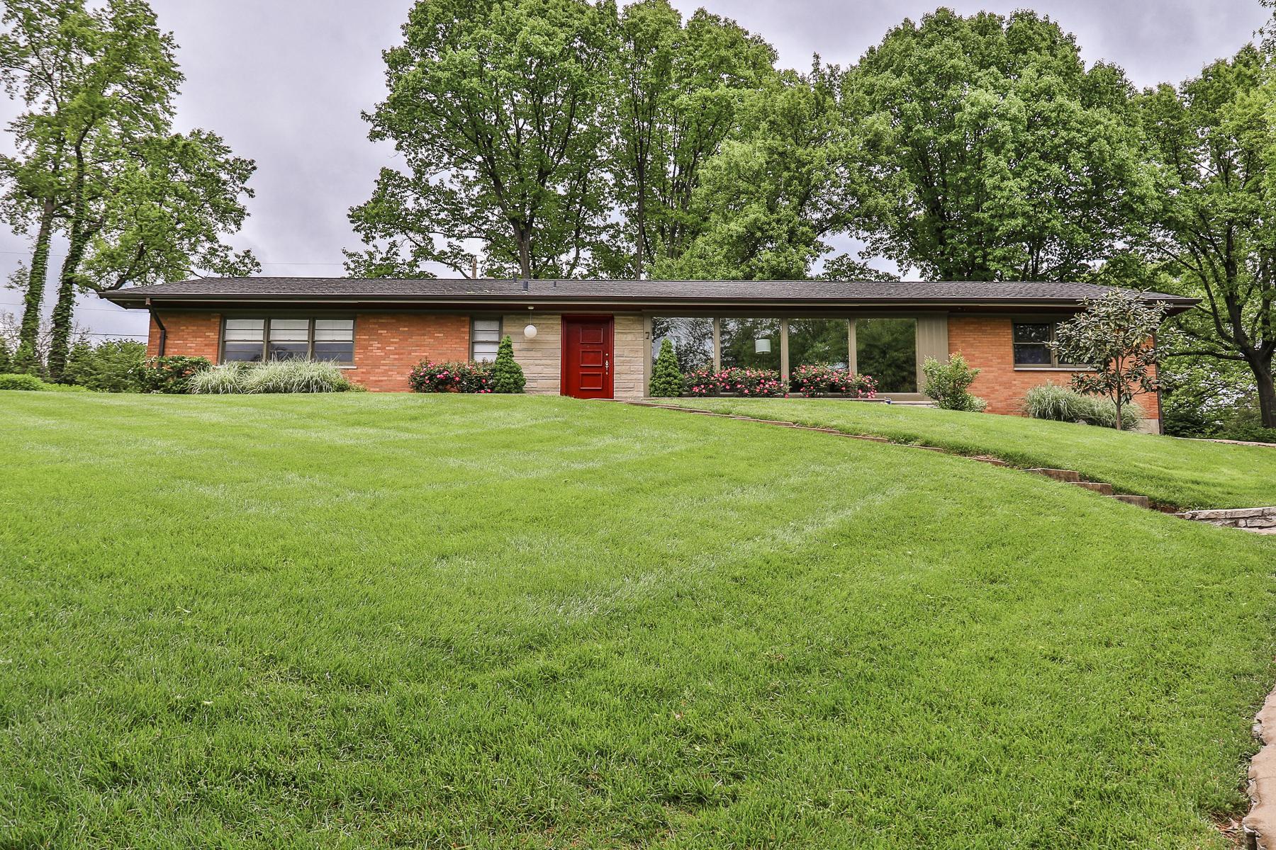 独户住宅 为 销售 在 Valley View 7 Valley View Ladue, 密苏里州, 63124 美国