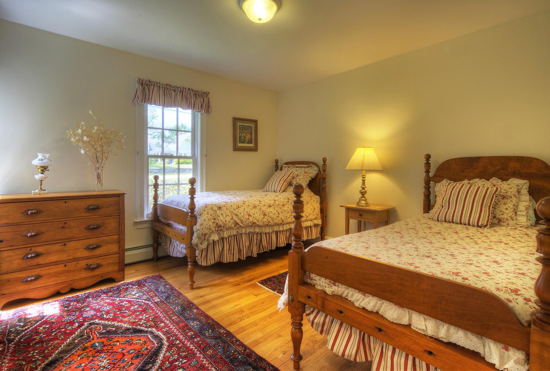 Additional photo for property listing at Nanaquaket Cape 556 Nanaquaket Road 蒂弗顿, 罗得岛 02878 美国