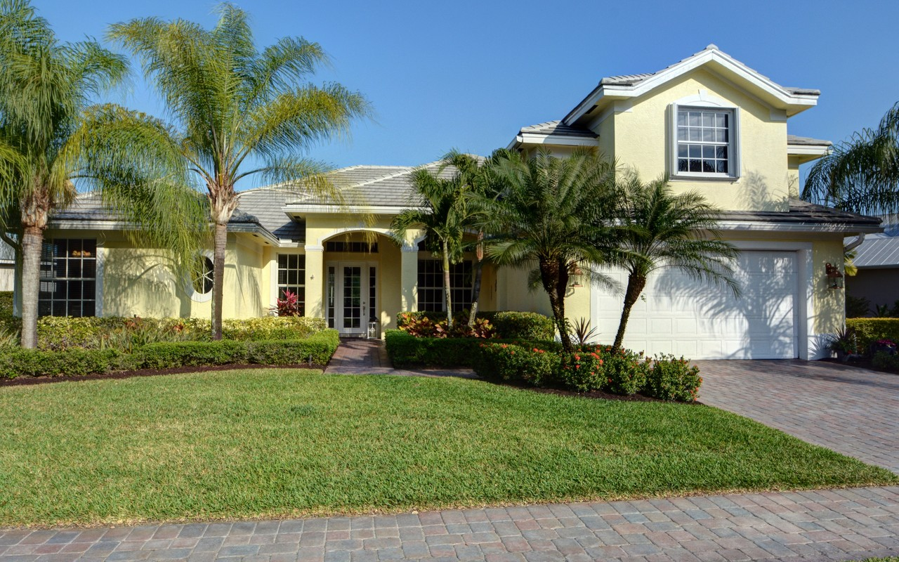 Single Family Home for Sale at This Fabulous Pool Home Has it All! 960 Ansley Ave SW Vero Beach, Florida, 32968 United States
