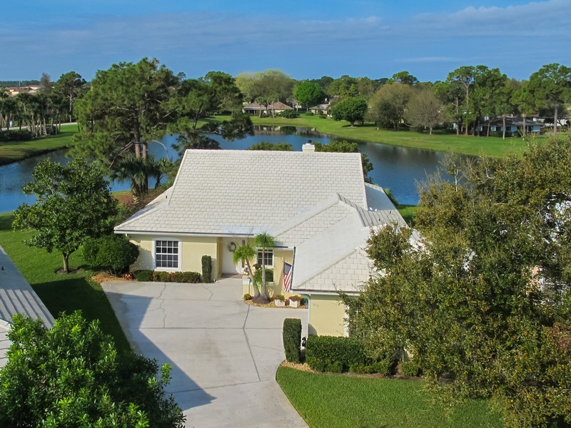 Maison unifamiliale pour l Vente à Inviting Villa In Bent Pine 5837 Magnolia Lane Vero Beach, Florida 32967 États-Unis
